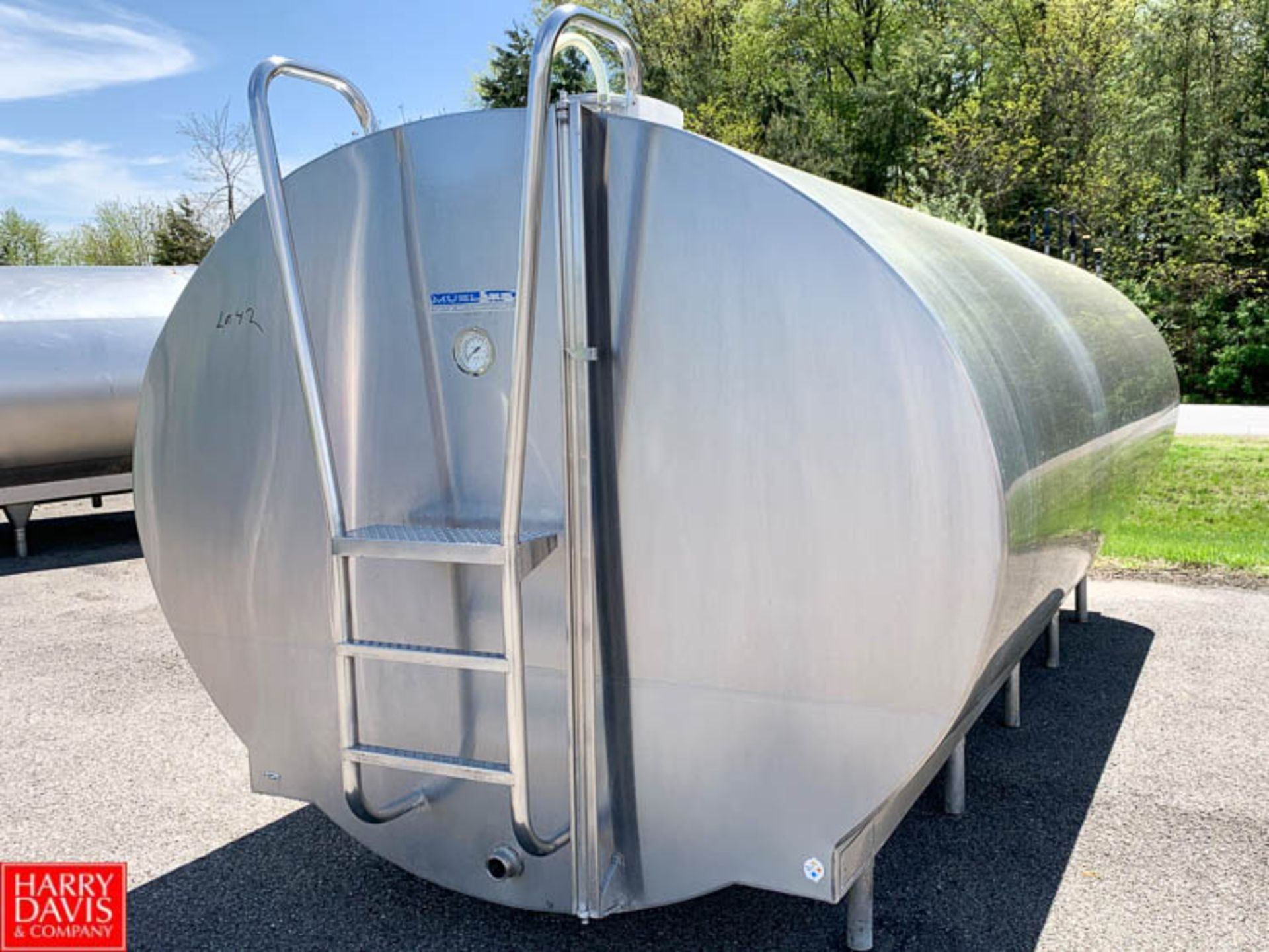 Lot 42 - Mueller 3,000 Gallon ALL S/S Freon Jacketed Oval Tank, Model OE, S/N 17089A - Rigging Fee: $50