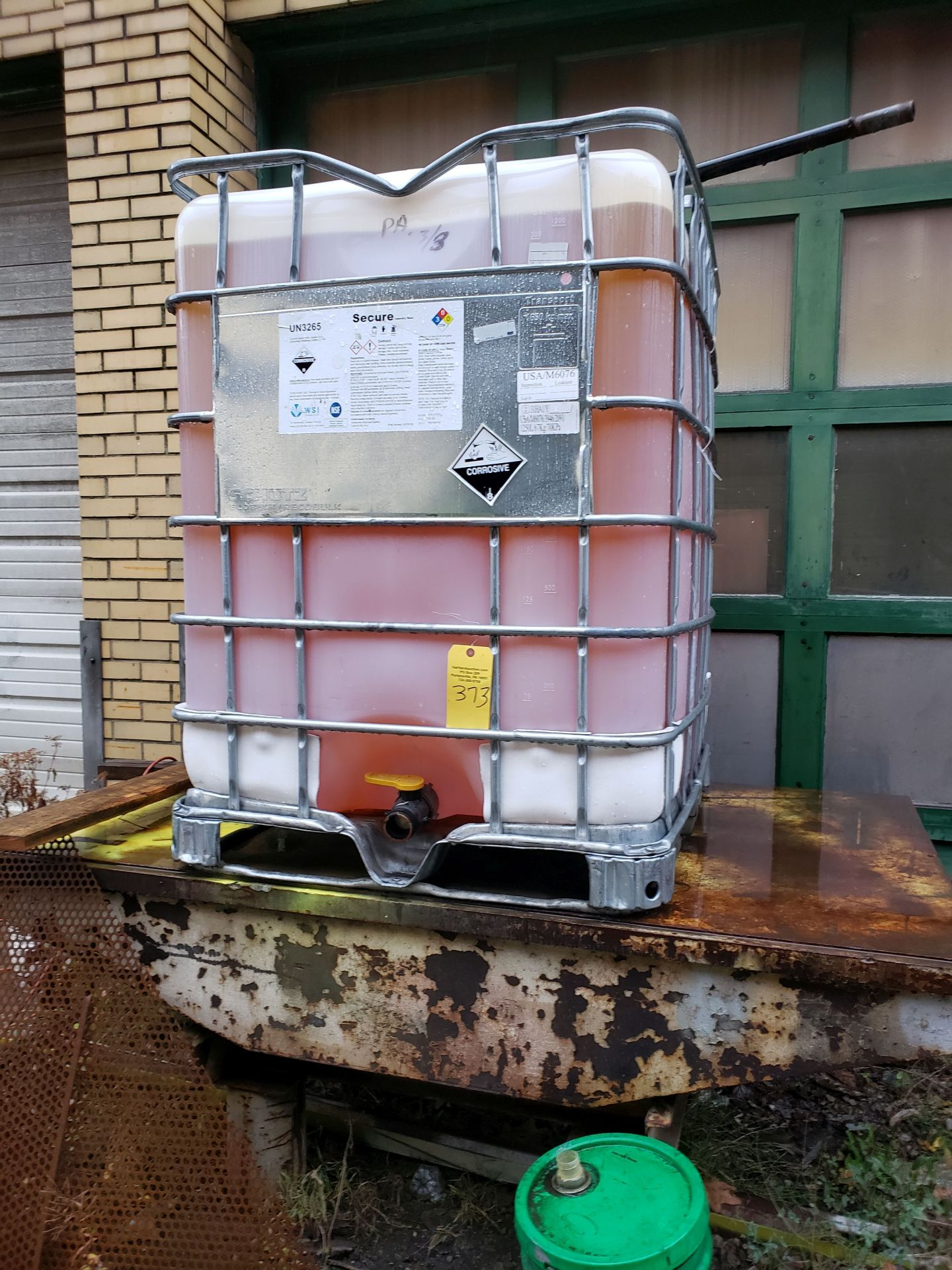 Lot 373 - TOTE OF CLEAN HYDRAULIC FLUID