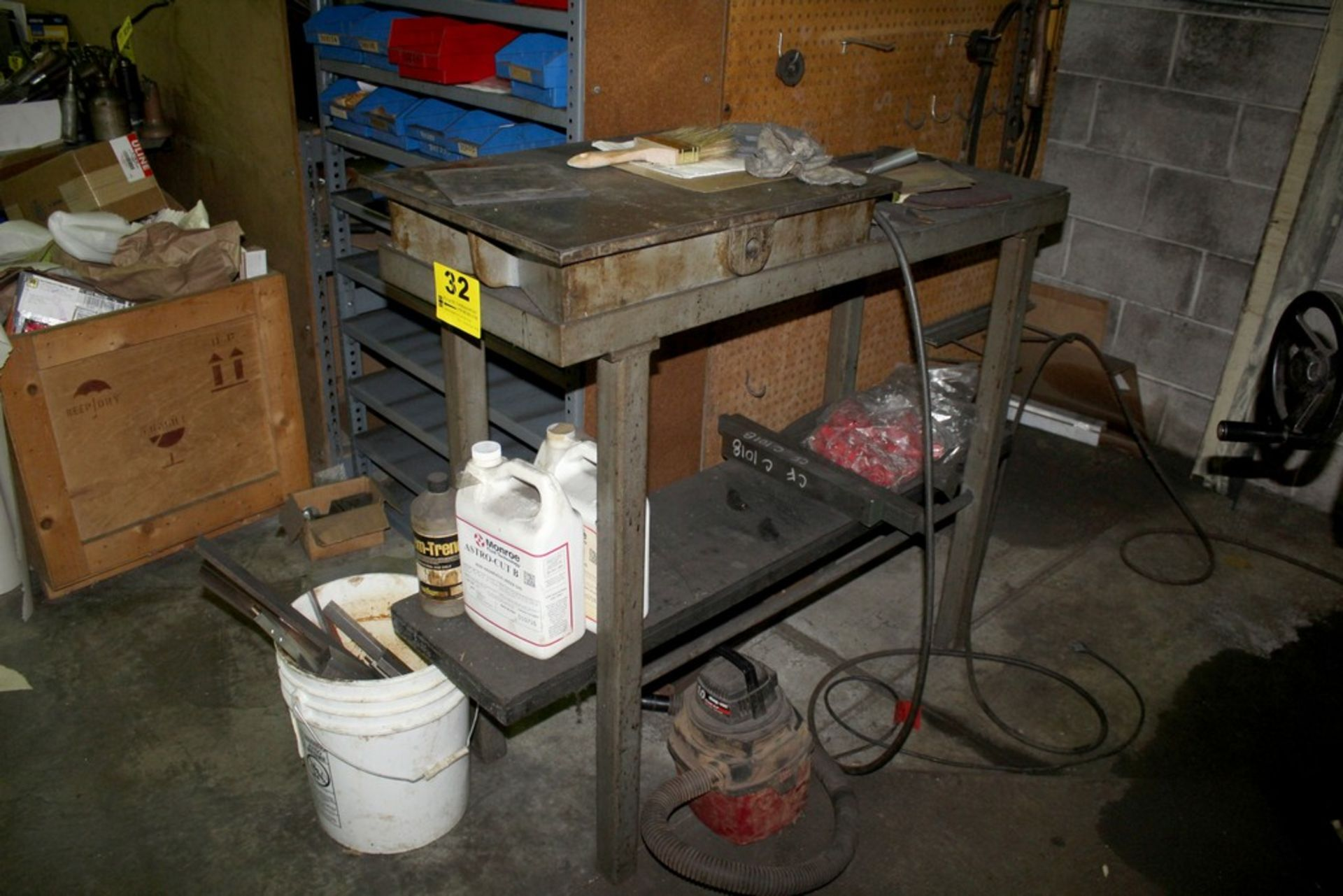 """Lot 32 - 24"""" X 20"""" CAST IRON SURFACE PLATE WITH HEAVY DUTY STEEL STAND"""