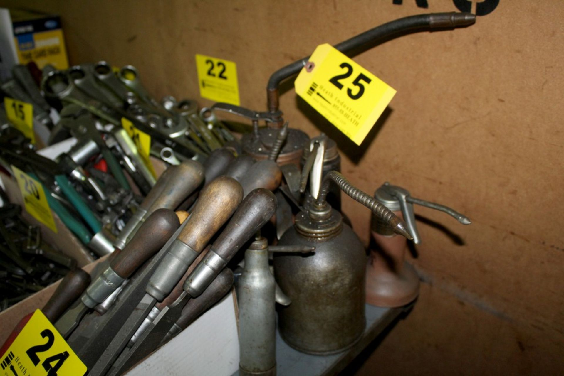 Lot 25 - OILS CANS AND GREASE GUNS