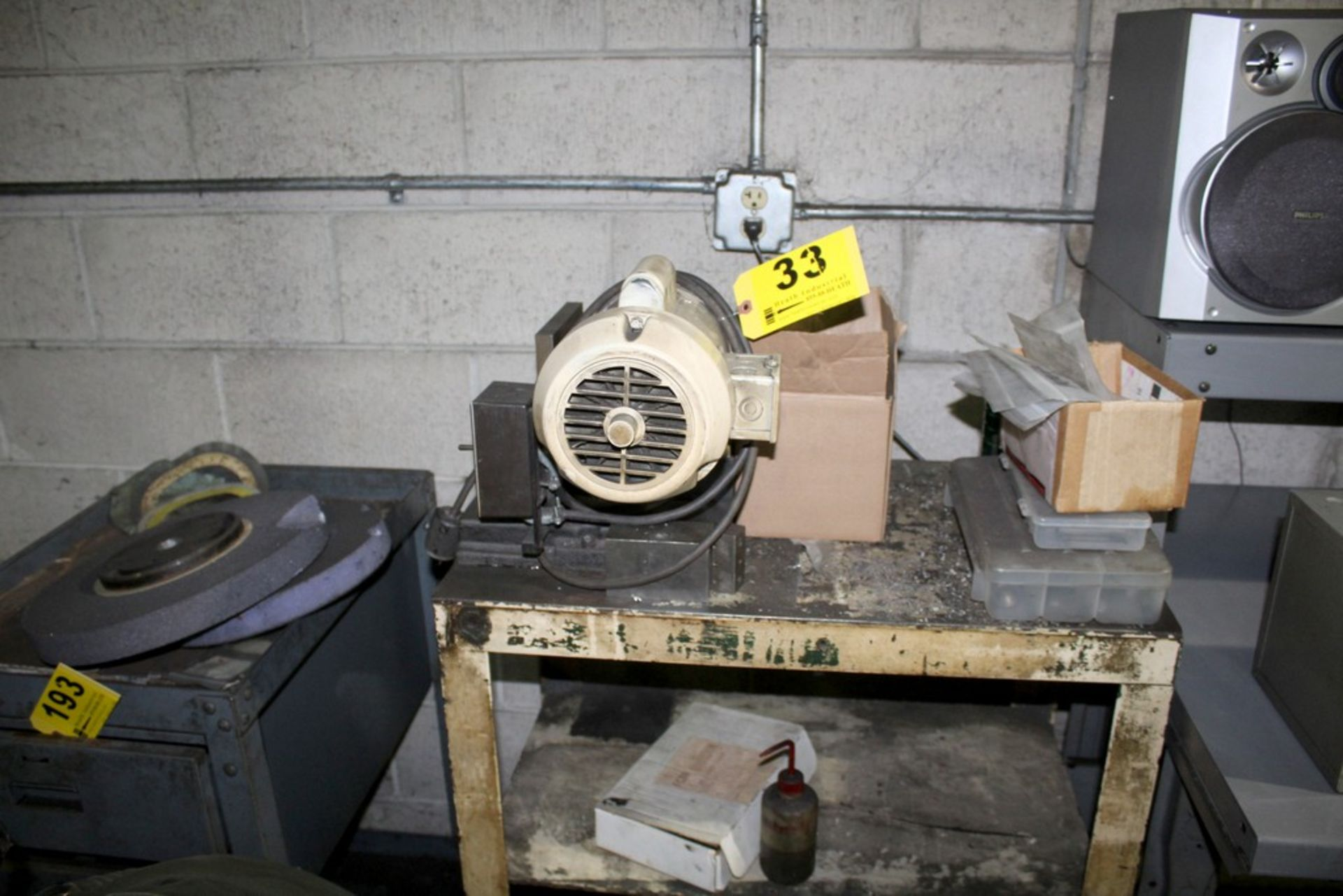Lot 33 - BEERE TIPSHEAR DEBURRING MACHINE WITH PORTABLE CART