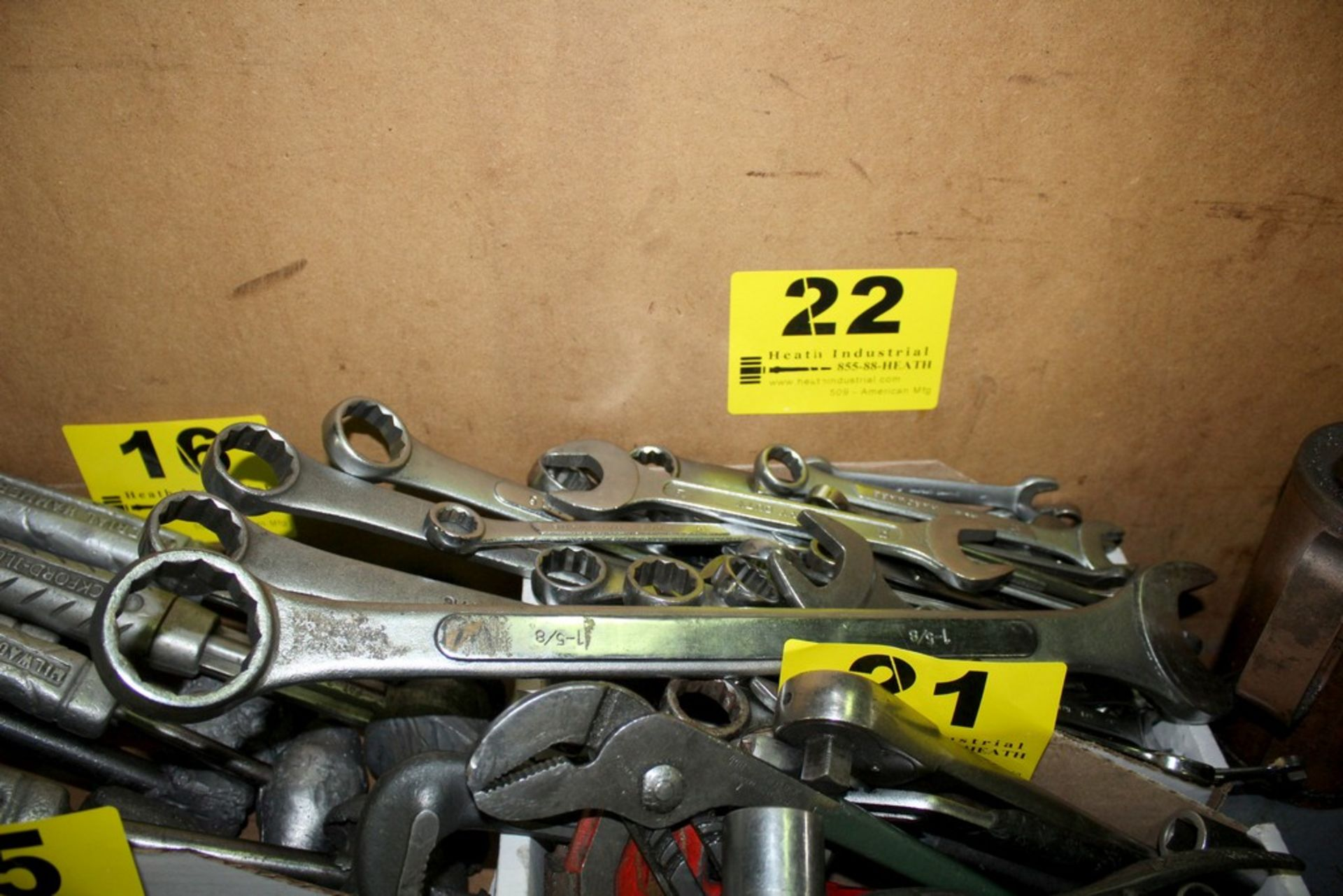 Lot 22 - ASSORTED OPEN AND CLOSED WRENCHES IN BOX