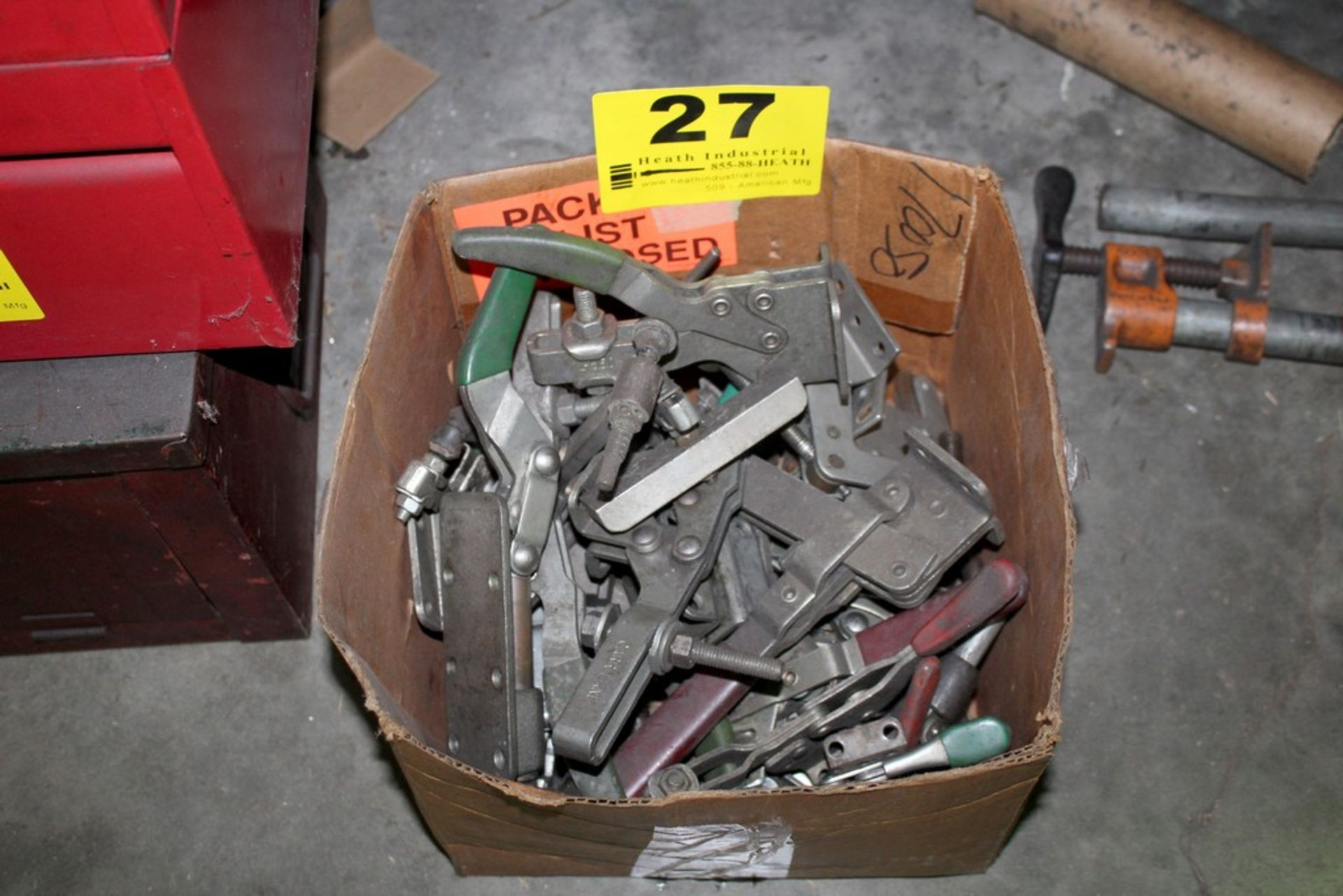Lot 27 - ASSORTED TOGGLE CLAMPS IN BOX