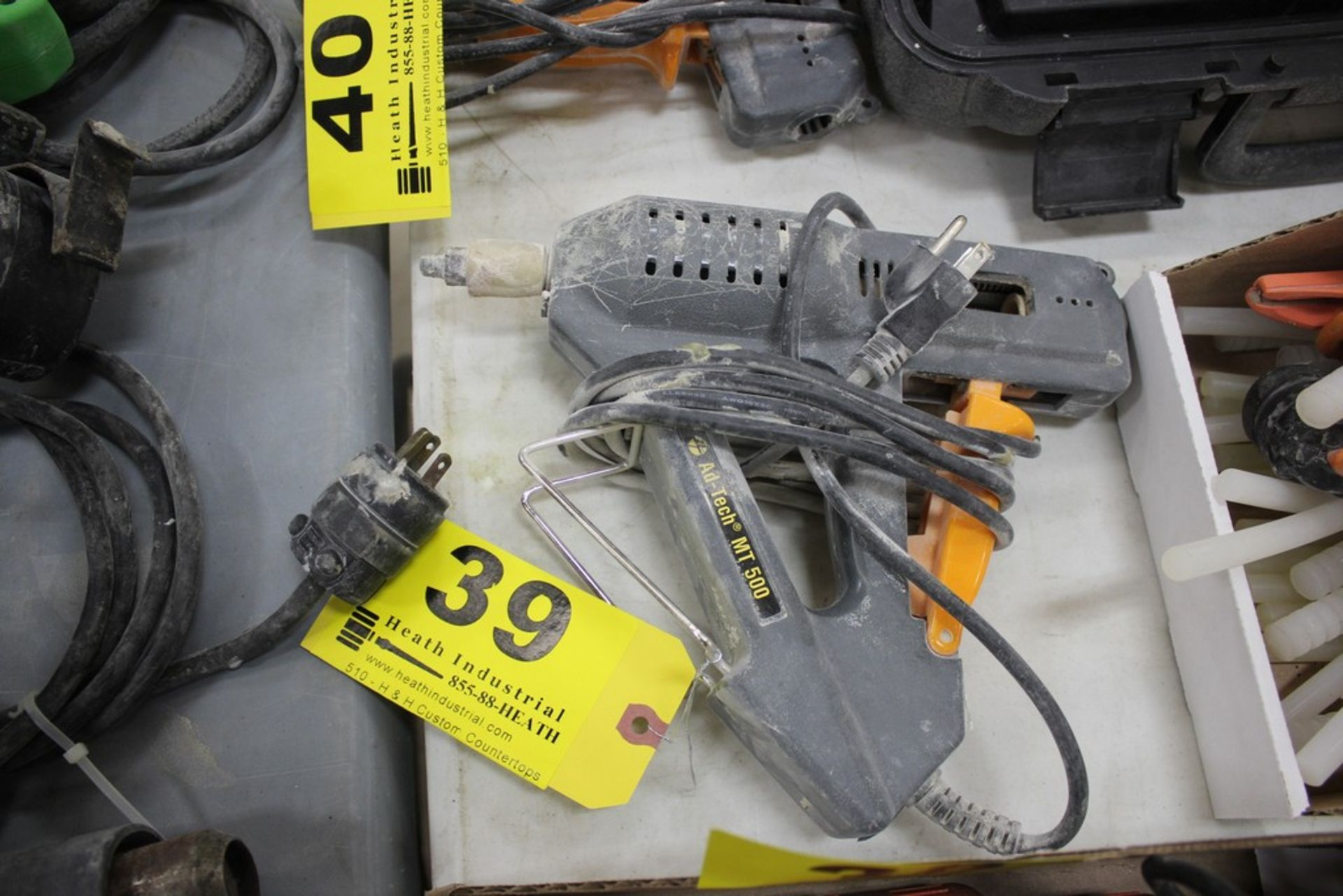 Lot 39 - AD TECH MT 500 HOT GLUE GUN APPLICATOR