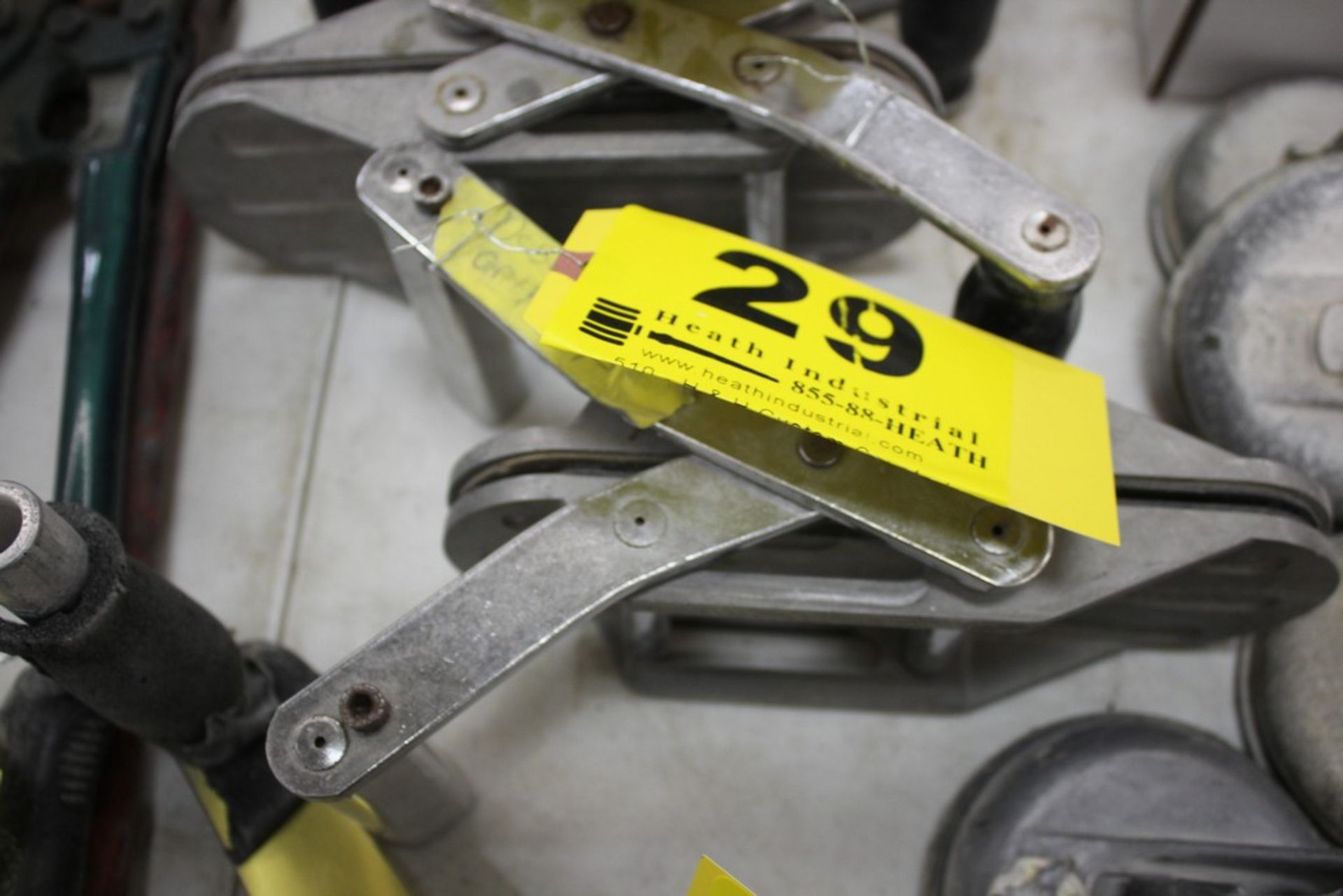 Lot 29 - DIAREX MATERIAL CLAMP STYLE LIFTER