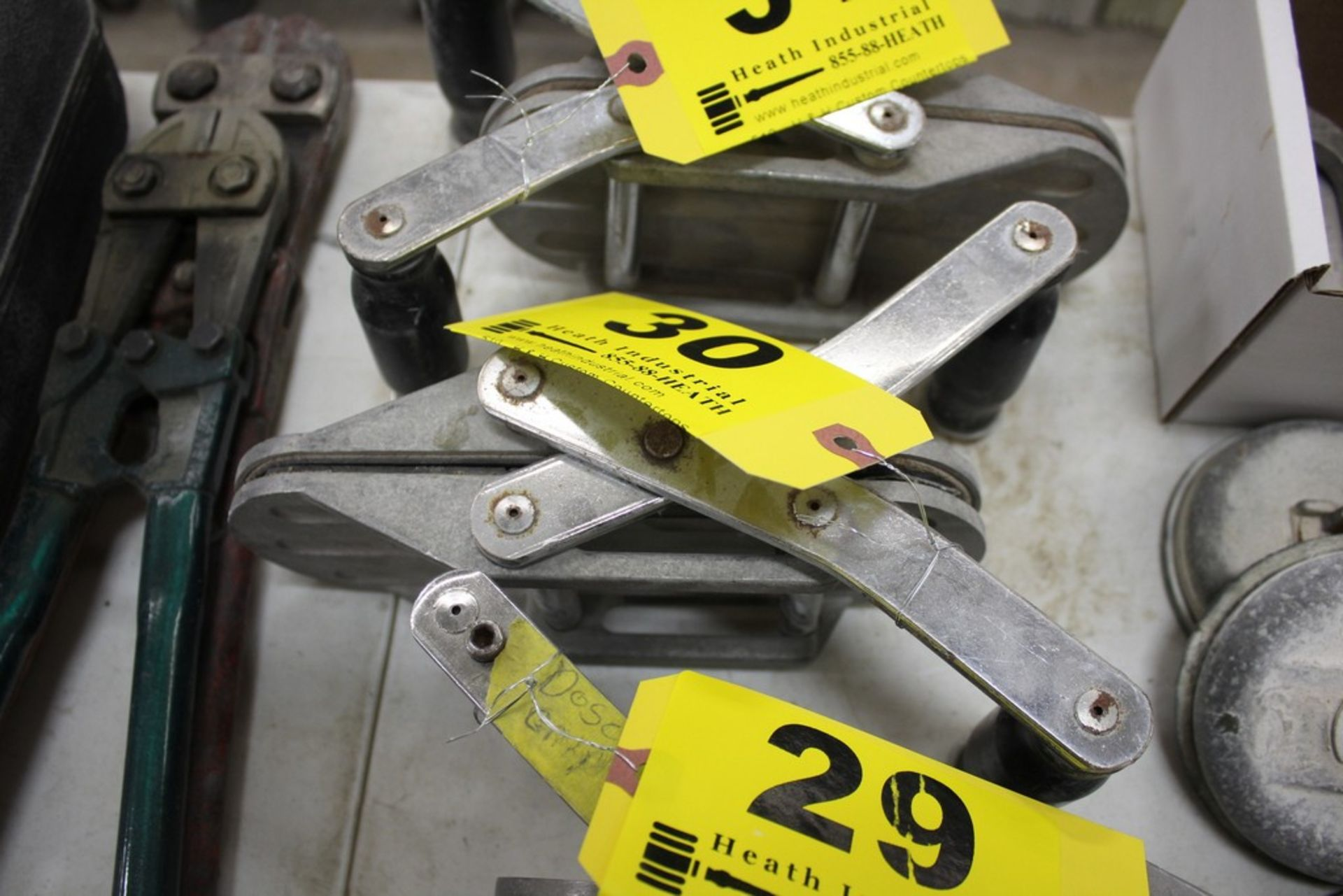 Lot 30 - DIAREX MATERIAL CLAMP STYLE LIFTER