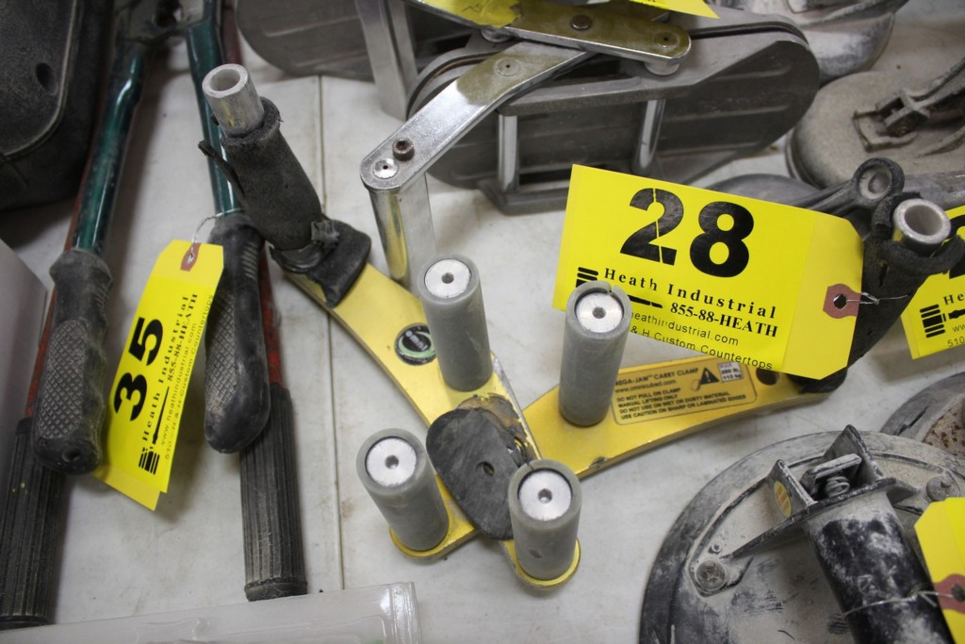 Lot 28 - MEGA-JAW CARRY CLAMP 250 LBS CAPACITY