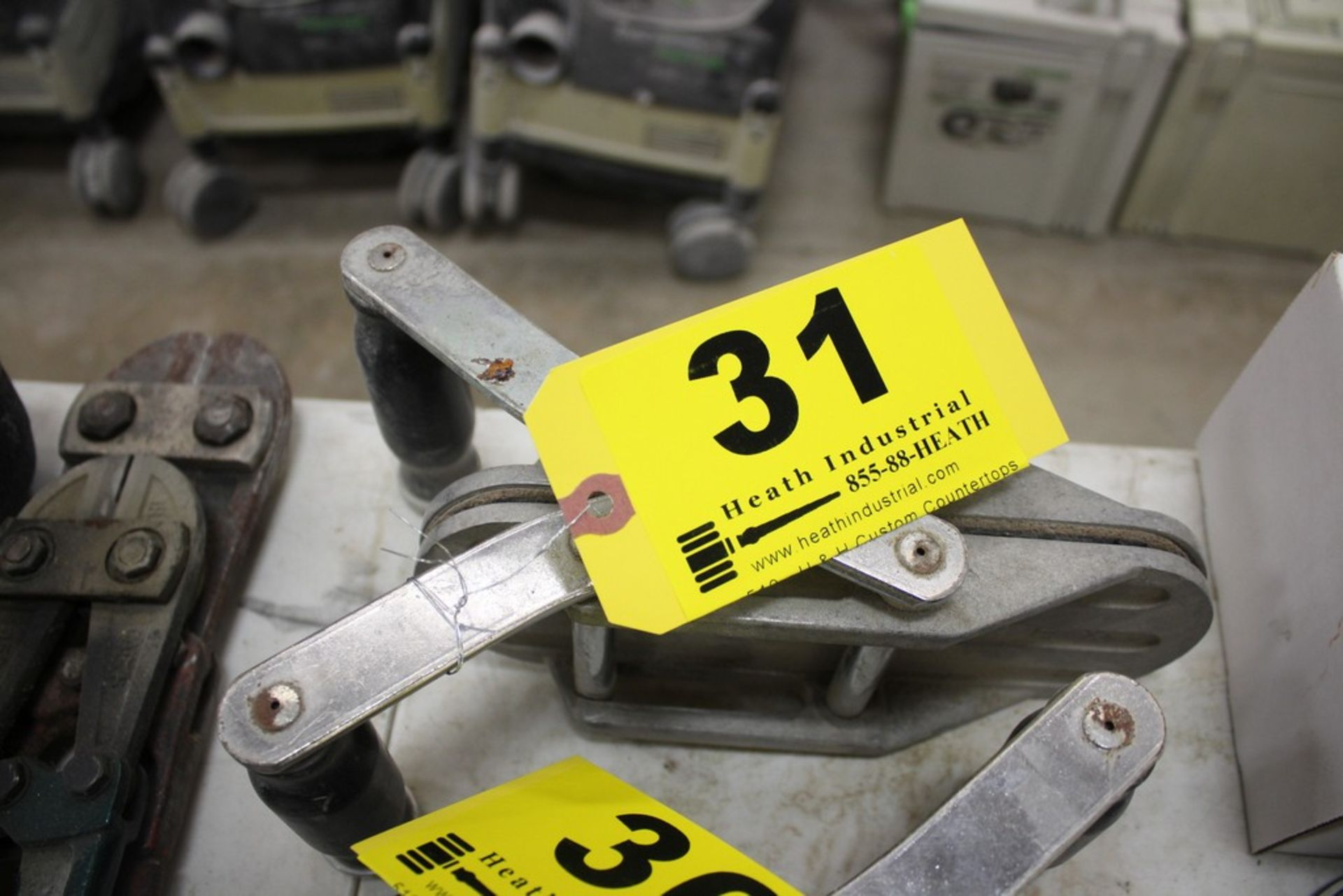 Lot 31 - DIAREX MATERIAL CLAMP STYLE LIFTER