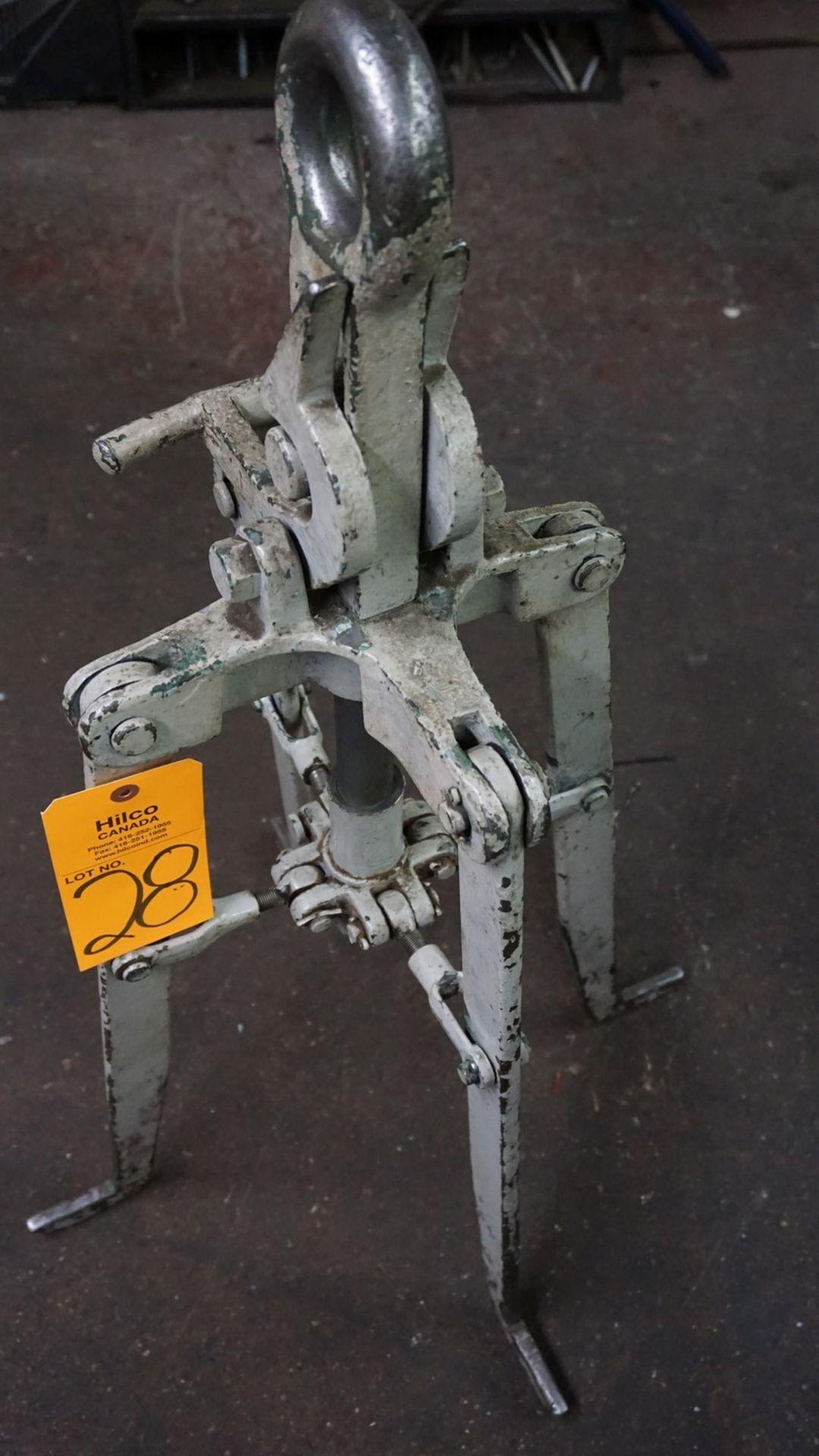 Lot 28 - Standard Lifting Device