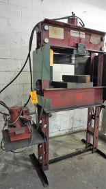 Lot 56 - Steel Grip Hydraulic Shop Press