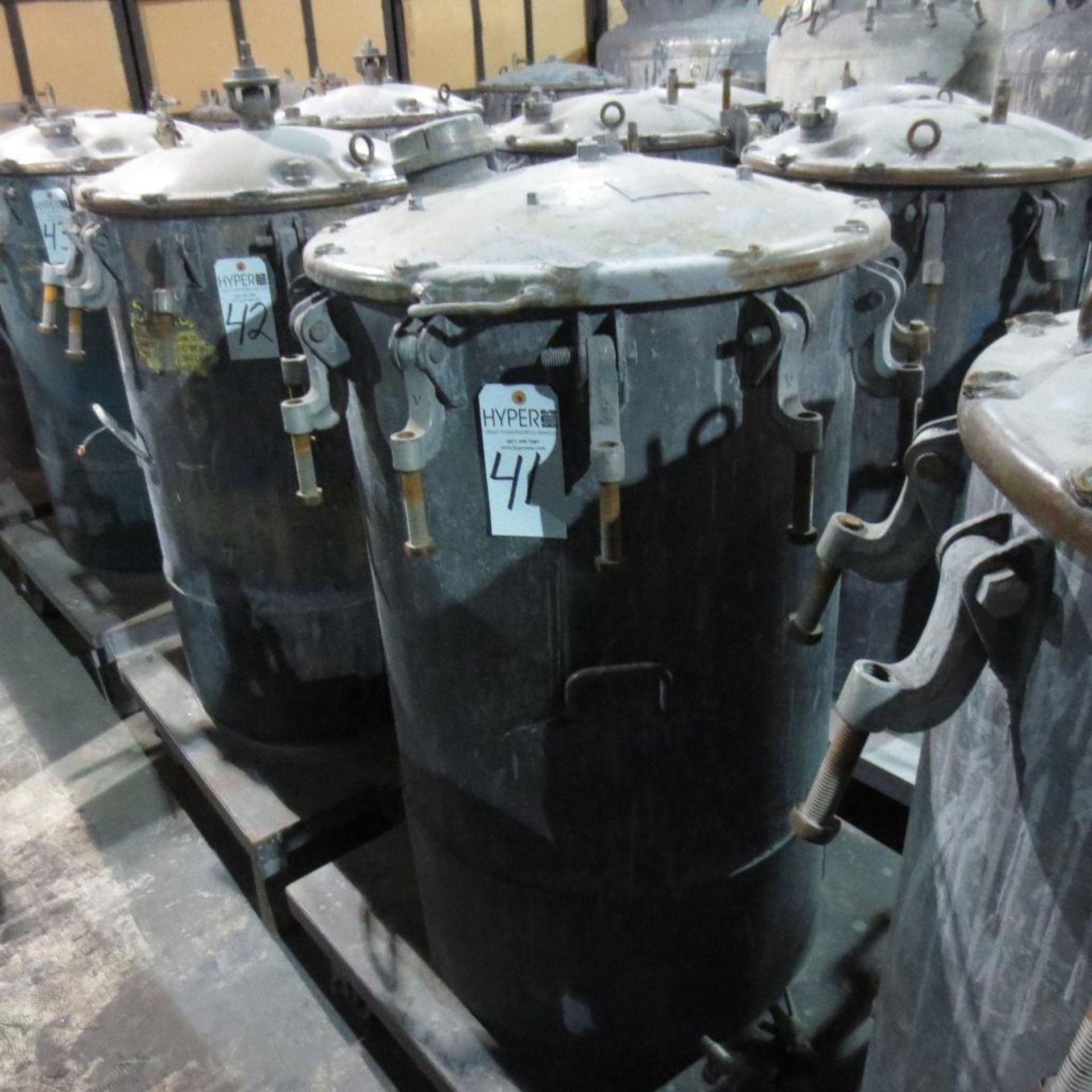 "Lot 41 - (Est) 40"" X 24"" Pressure Pot"