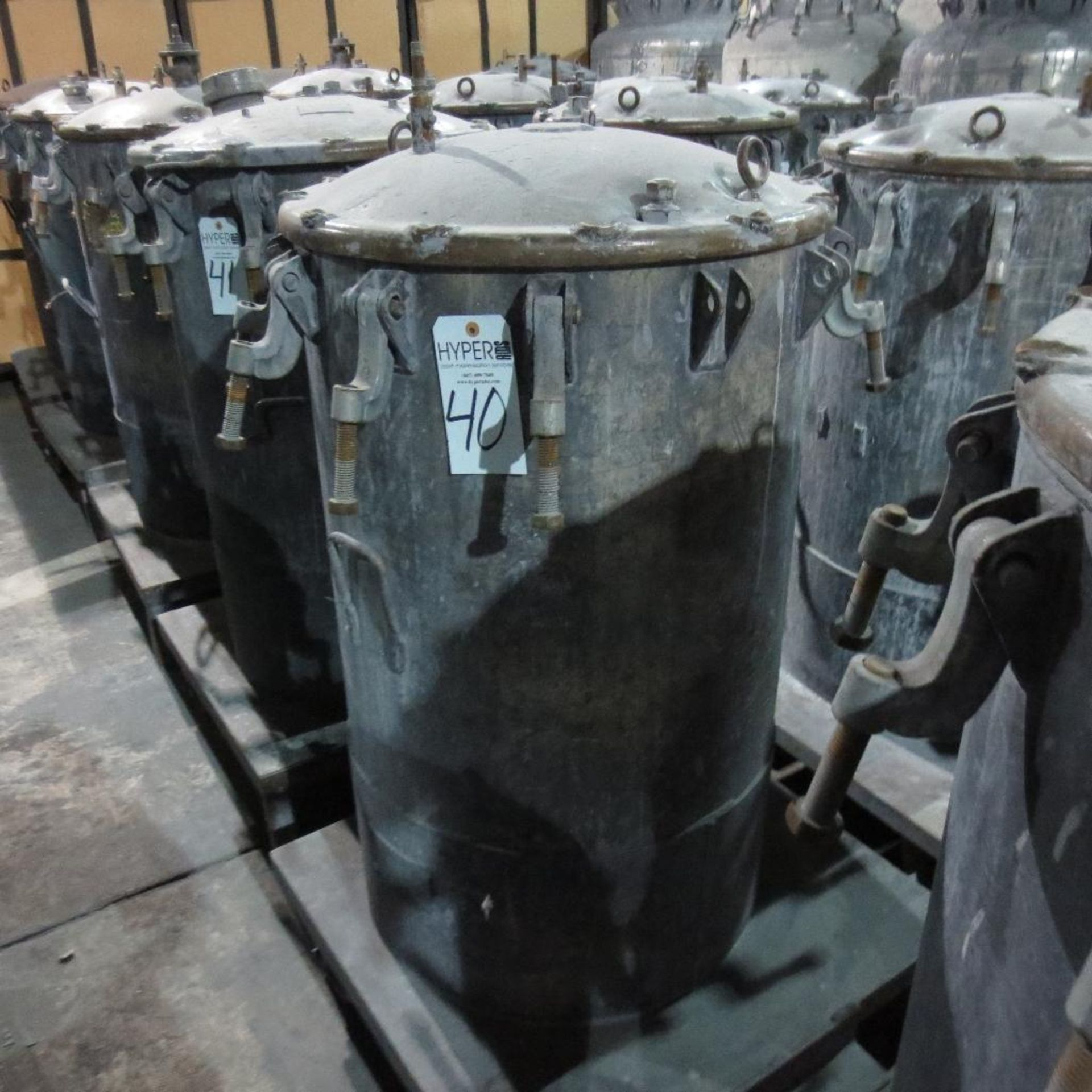 "Lot 40 - (Est) 40"" X 24"" Pressure Pot"