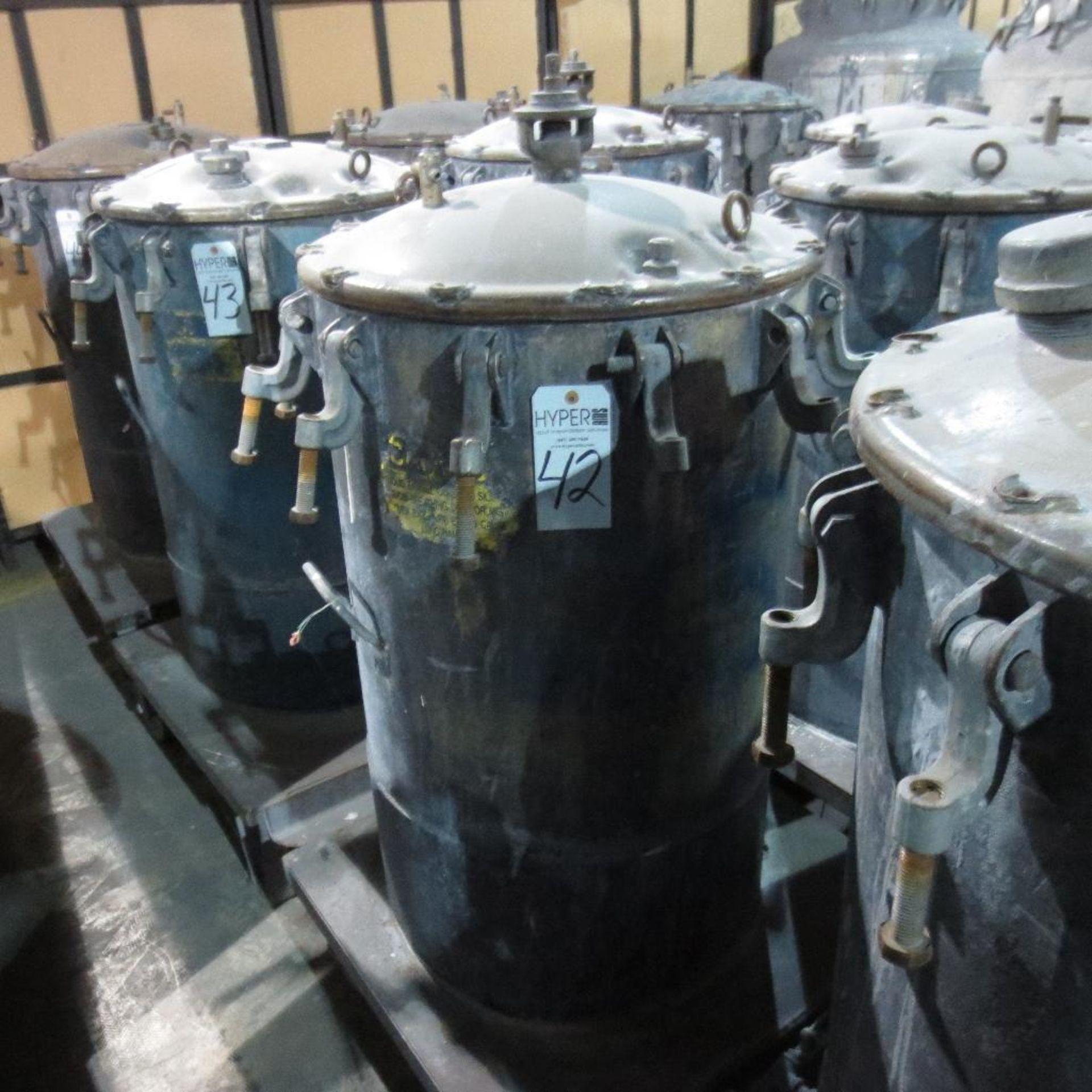 """Lot 42 - (Est) 40"""" X 24"""" Pressure Pot"""