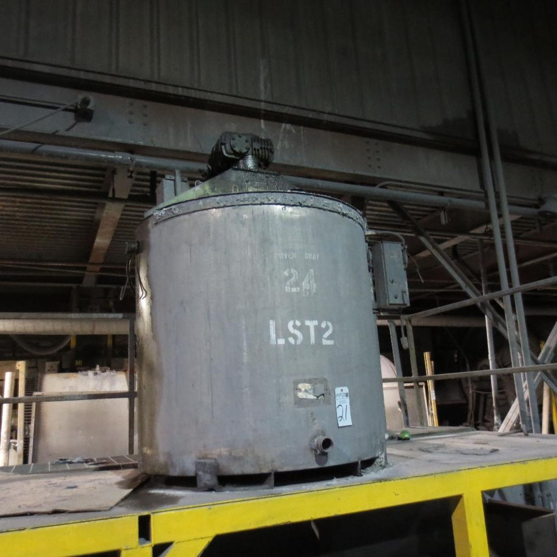 """Lot 21 - (Est) 300 Gallon Stainless Steel Mixing Tank (Est) 46"""" Dia. x 46"""" High, Top Hinged Cover, Bridge Typ"""