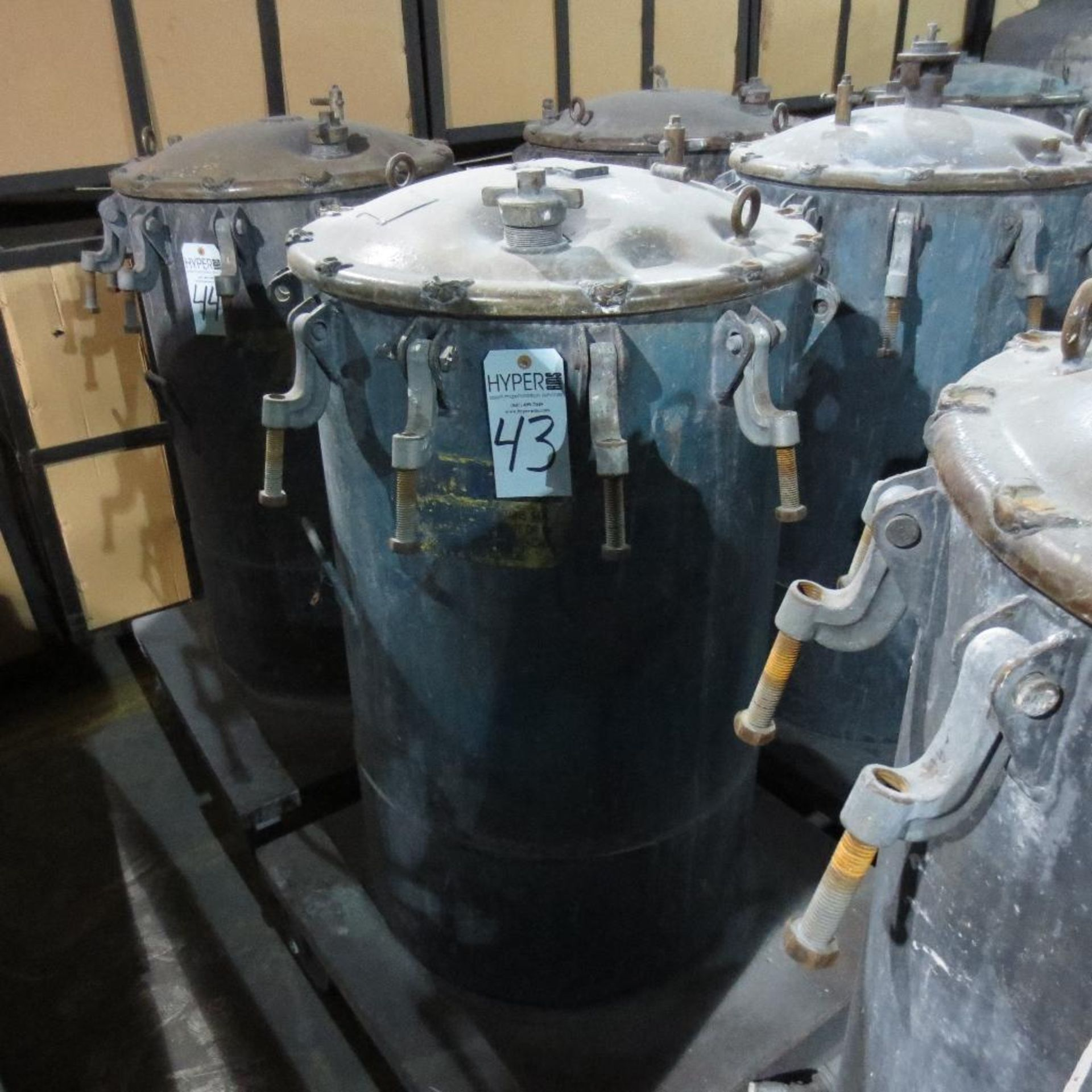 "Lot 43 - (Est) 40"" X 24"" Pressure Pot"