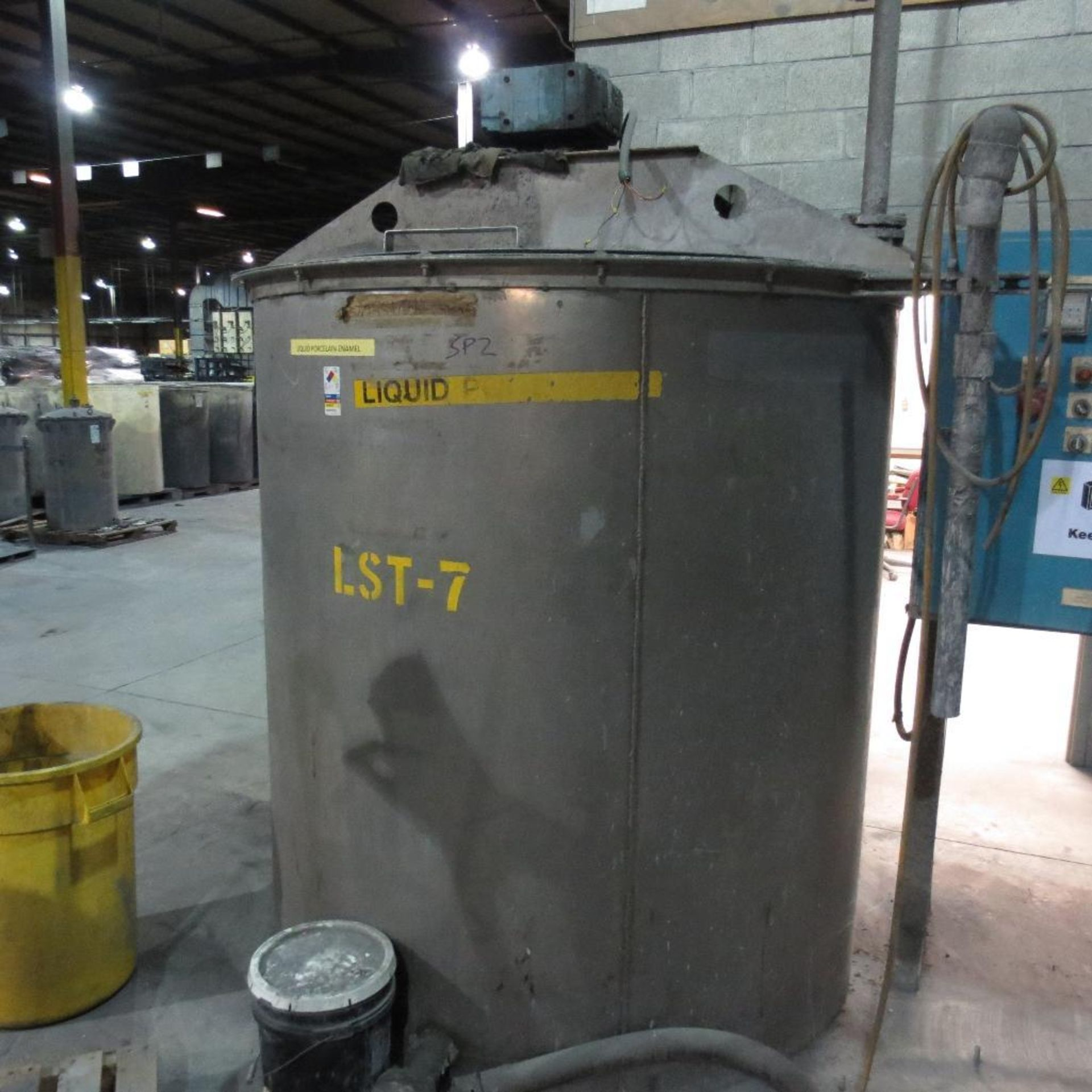 Lot 7 - (Est) 1,200 Gallon Stainless Steel Mixing Tank, (Est) 6' Dia. x 6' High, Top Hinged Cover, Bridge Ty