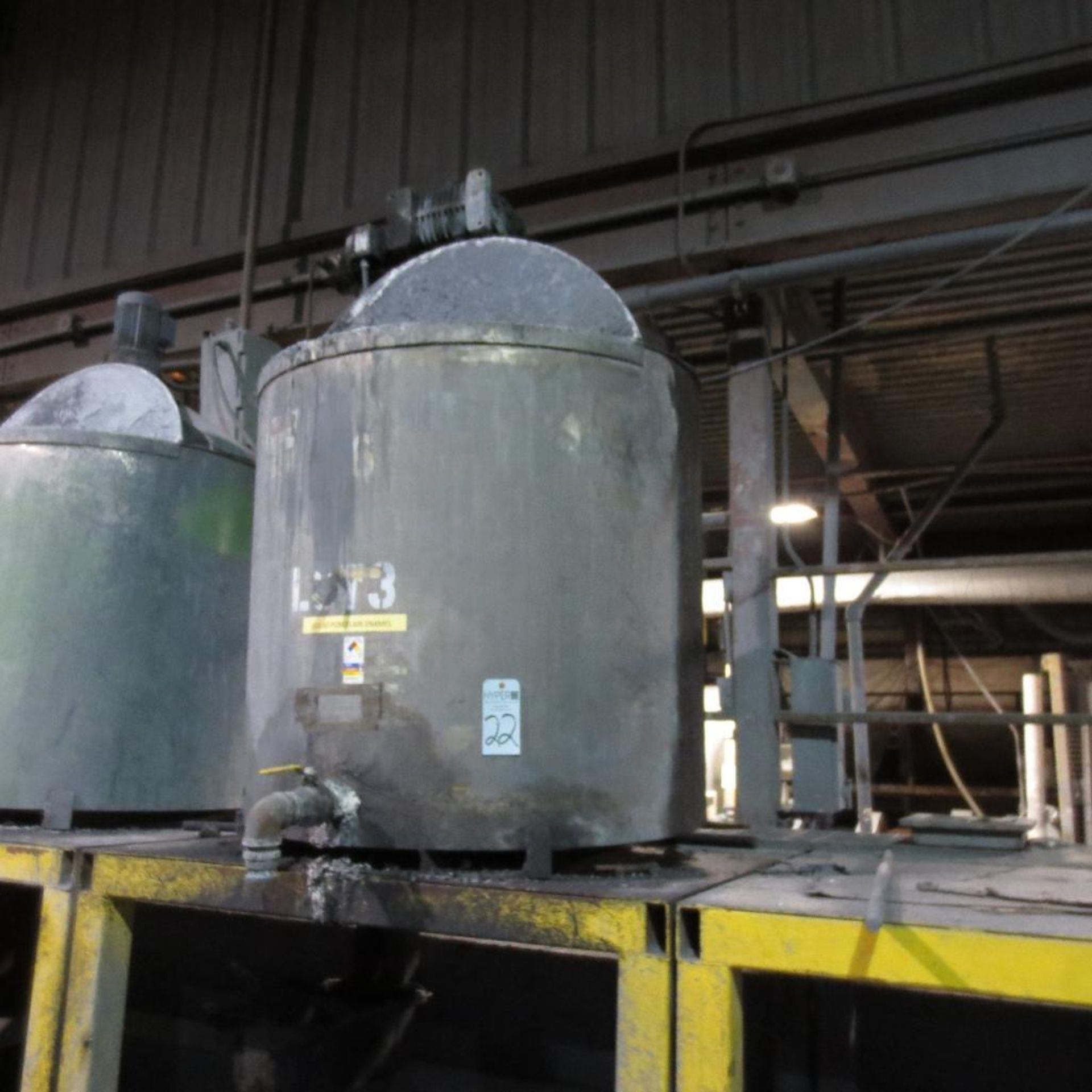 """Lot 22 - (Est) 300 Gallon Stainless Steel Mixing Tank (Est) 46"""" Dia. x 46"""" High, Top Hinged Cover, Bridge Typ"""
