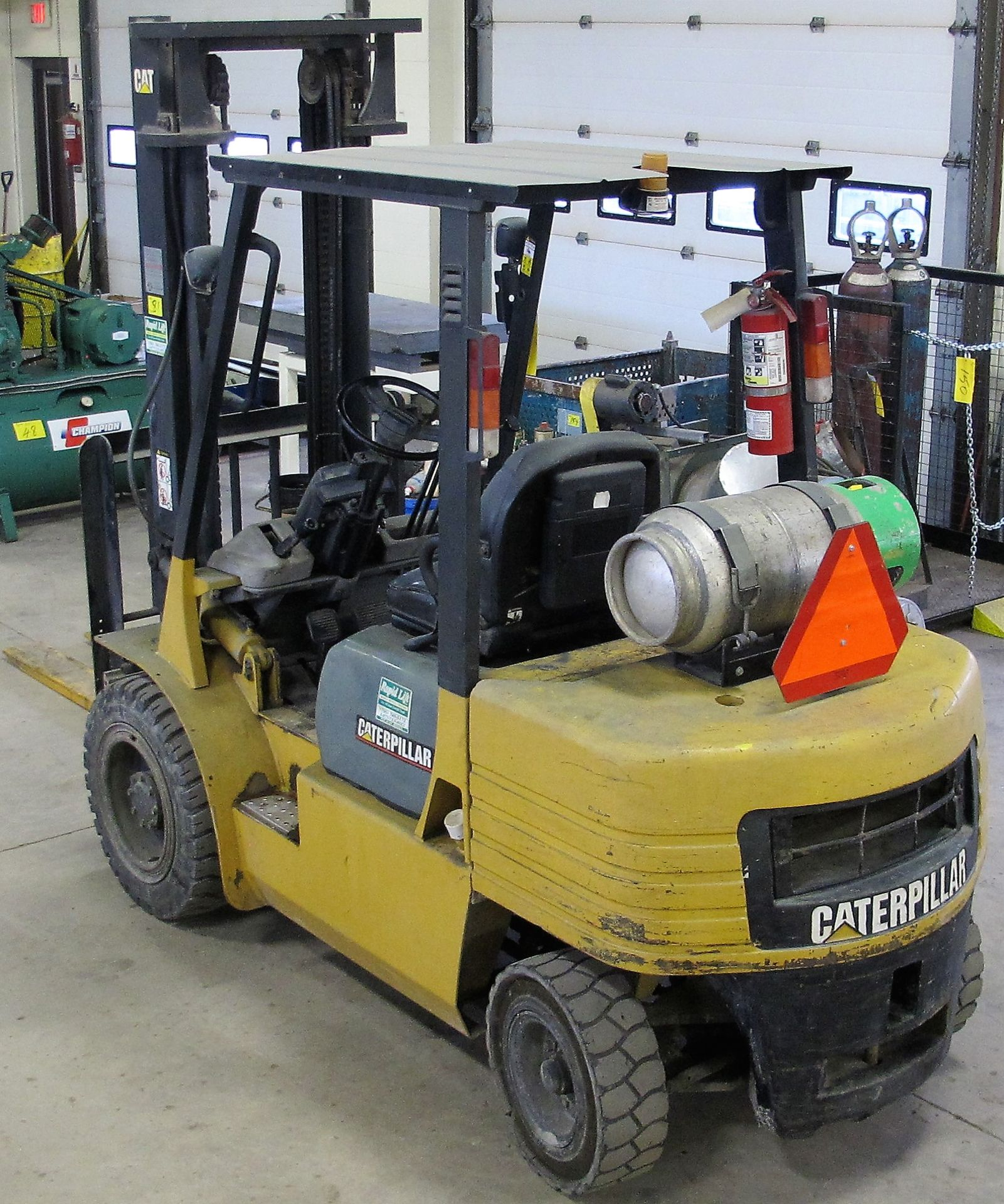 """Lot 81 - CATERPILLAR GP30 PROPANE FORKLIFT, 6,000LB CAPACITY, S/N 7AM01675, 146"""" MAX LIFT, 2-STAGE MAST, SIDE"""