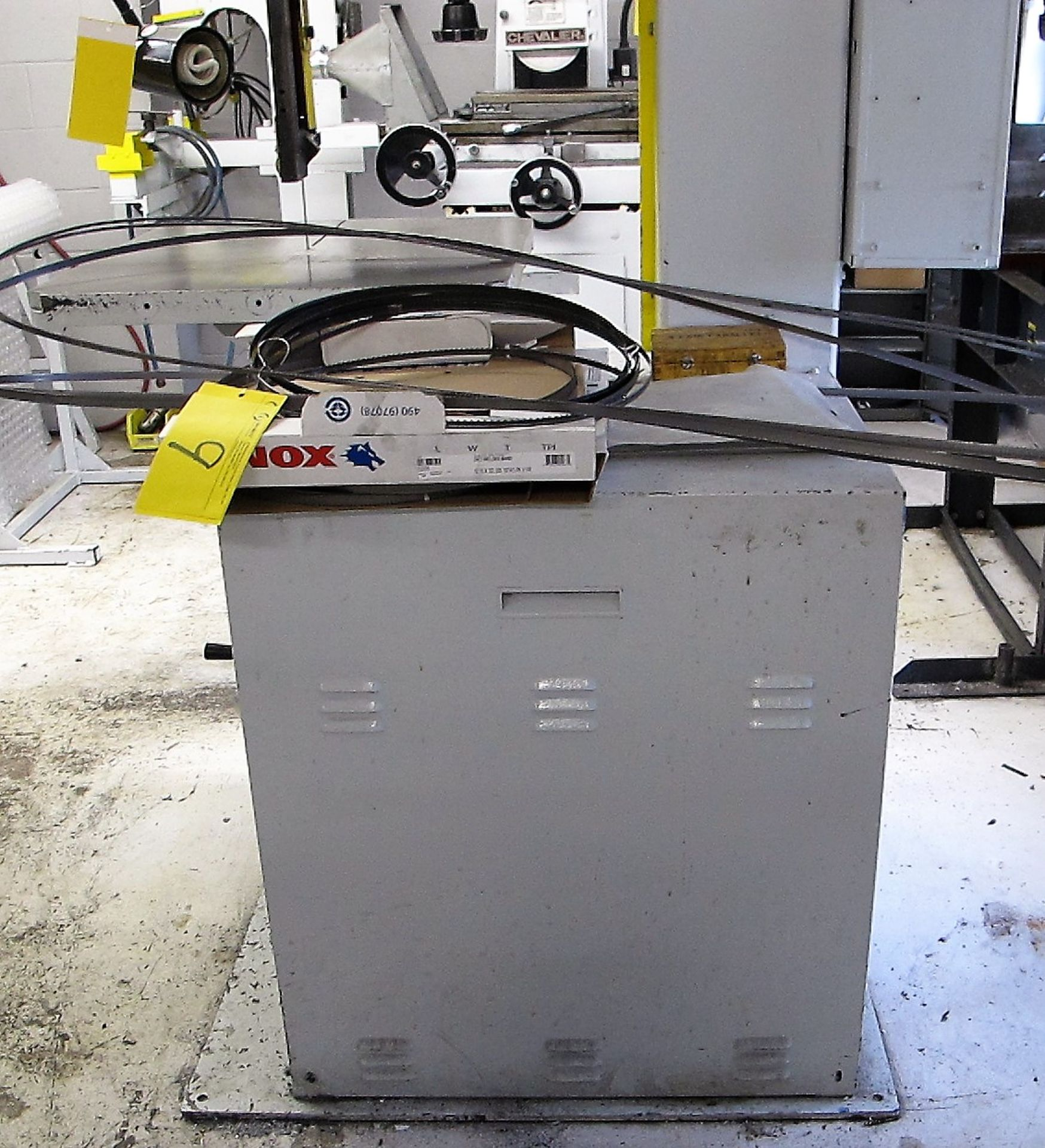 "Lot 8 - DOALL 2013V VERTICAL BAND SAW, 154"" BLADE, 20"" THROAT, 26"" X 26"" TABLE, DB2A5 BLADE WELDER, S/N"