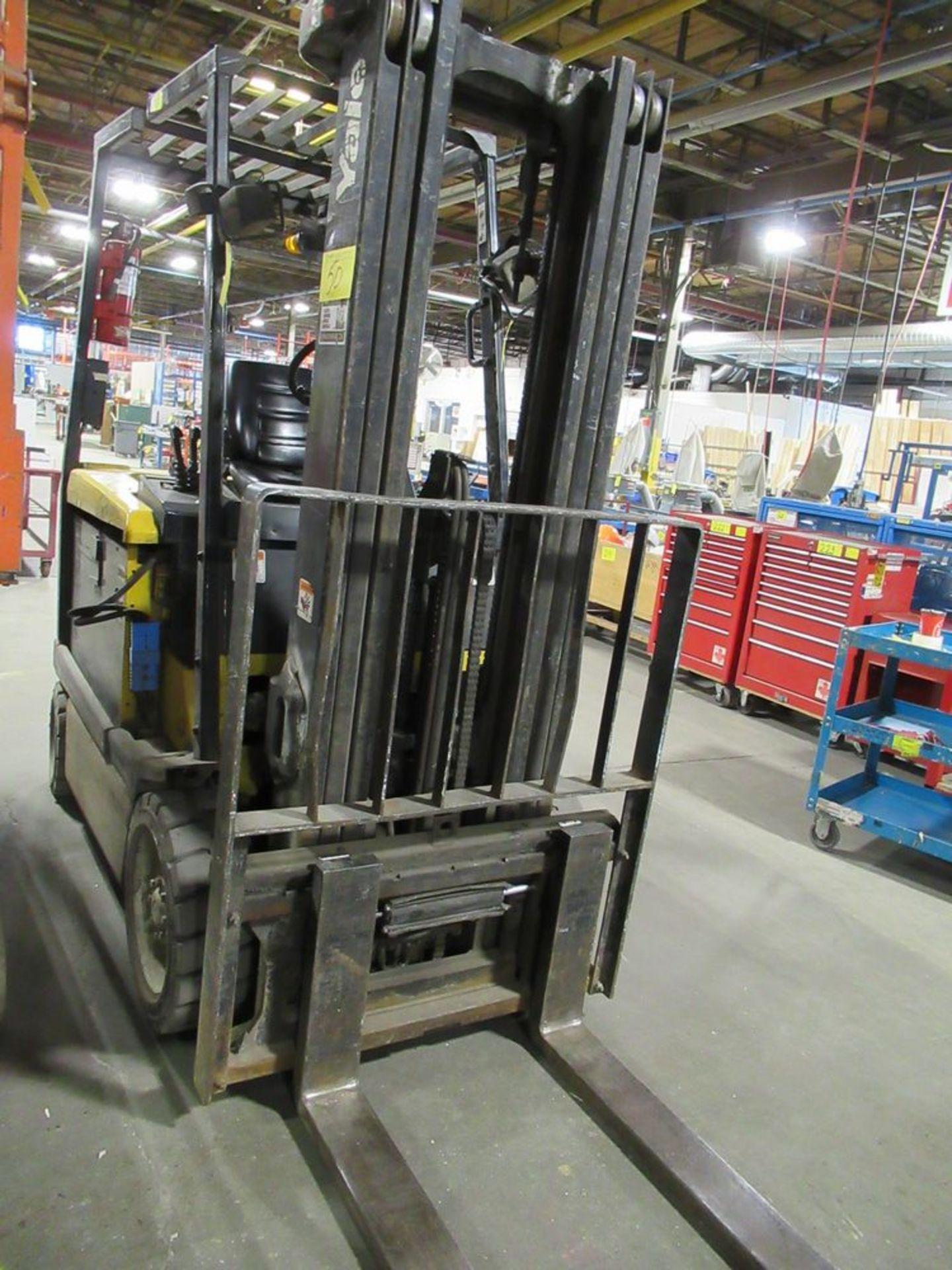 YALE ERC050RGN48TE084 ELECTRIC FORKLIFT, 5,000LB CAP., 3-STAGE MAST, SIDE SHIFT, S/N E108V12514X, - Image 4 of 8