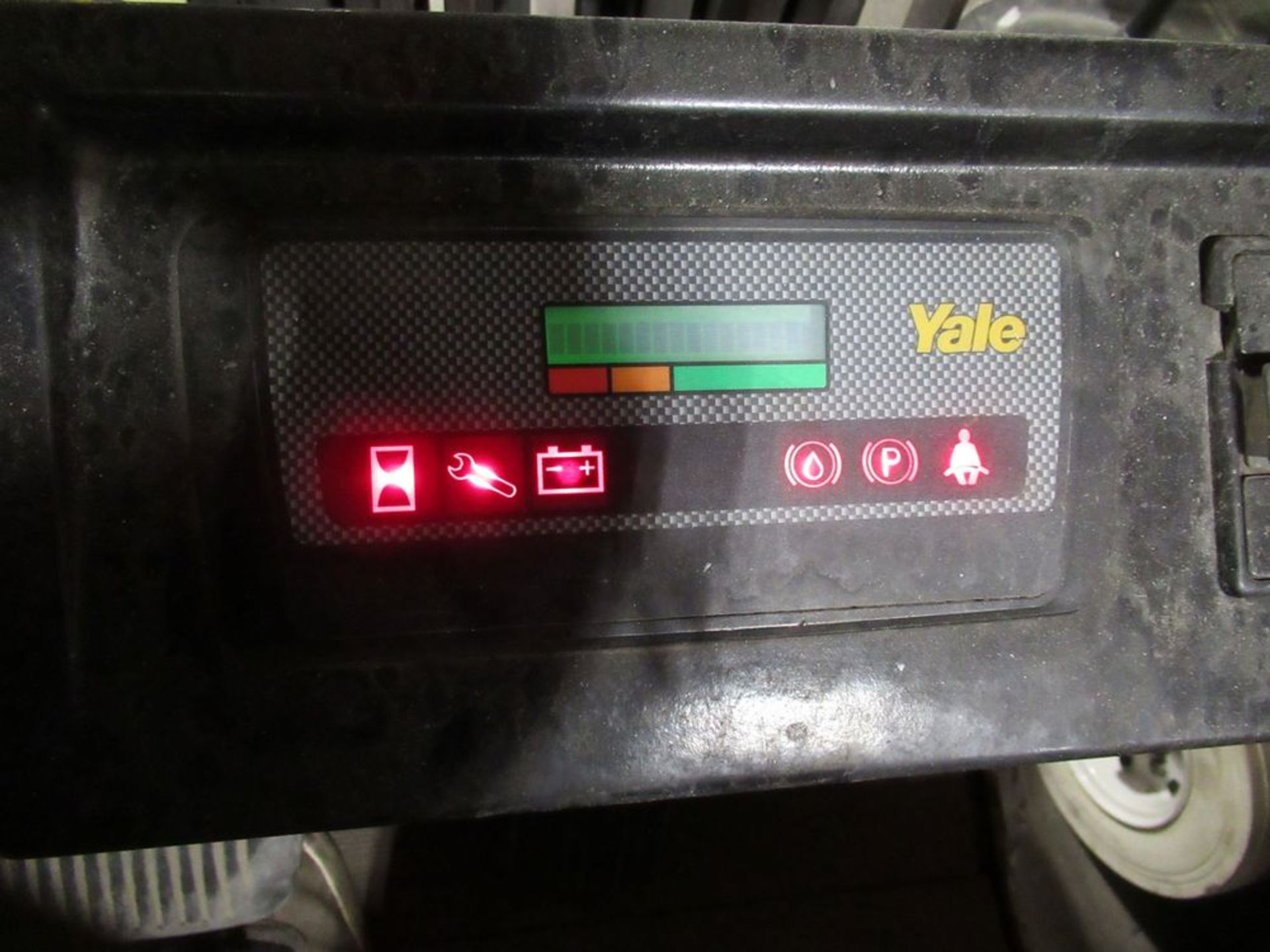 YALE ERC050RGN48TE084 ELECTRIC FORKLIFT, 5,000LB CAP., 3-STAGE MAST, SIDE SHIFT, S/N E108V12514X, - Image 6 of 8