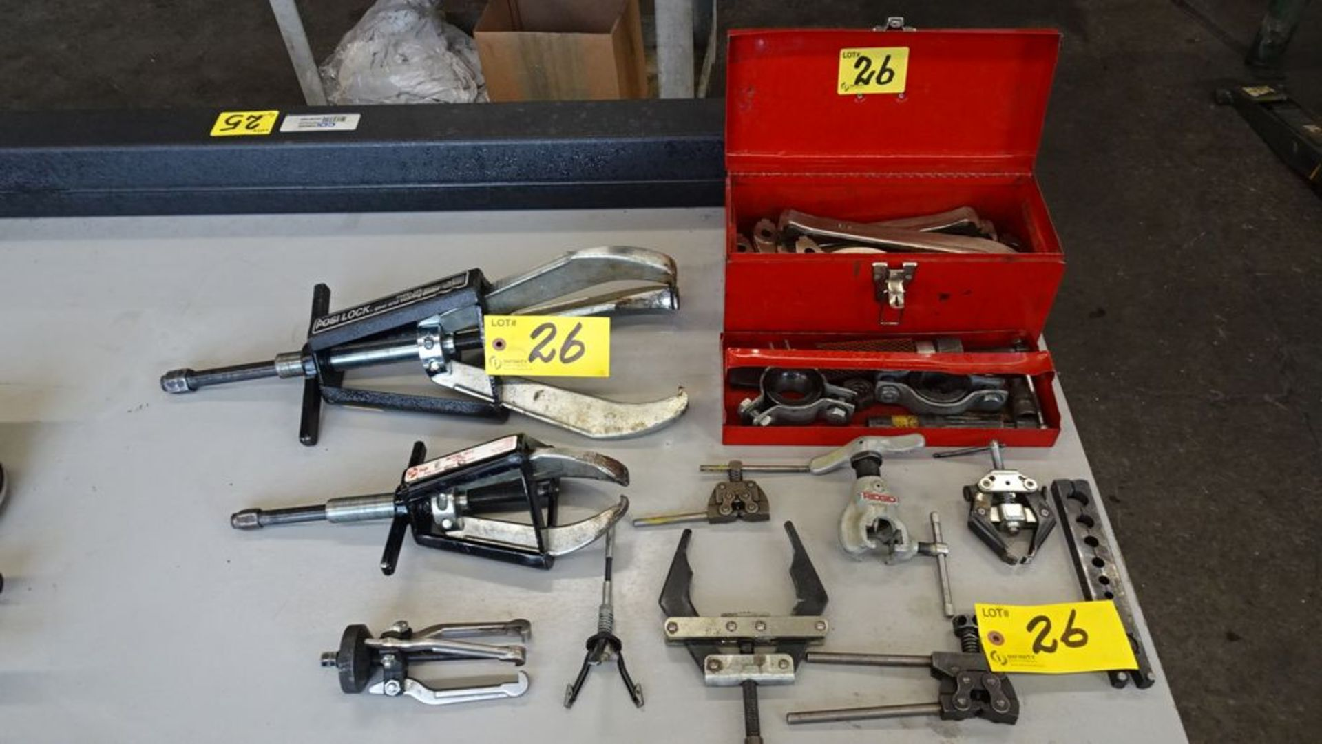 Lot 26 - ASSORTED GEAR & BEARING PULLERS