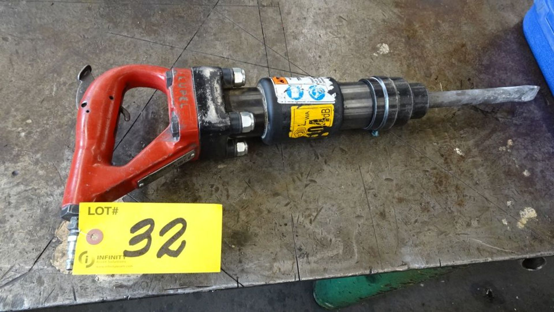 Lot 32 - 2012 ATLAS COPCO CP4130 PNEUMATIC JACK HAMMER, S/N 026805