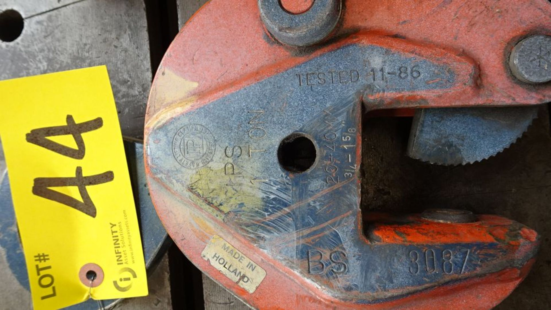 Lot 44 - BS 1 TON CAPACITY PLATE CLAMP & I BEAM LIFTING CLAMPS