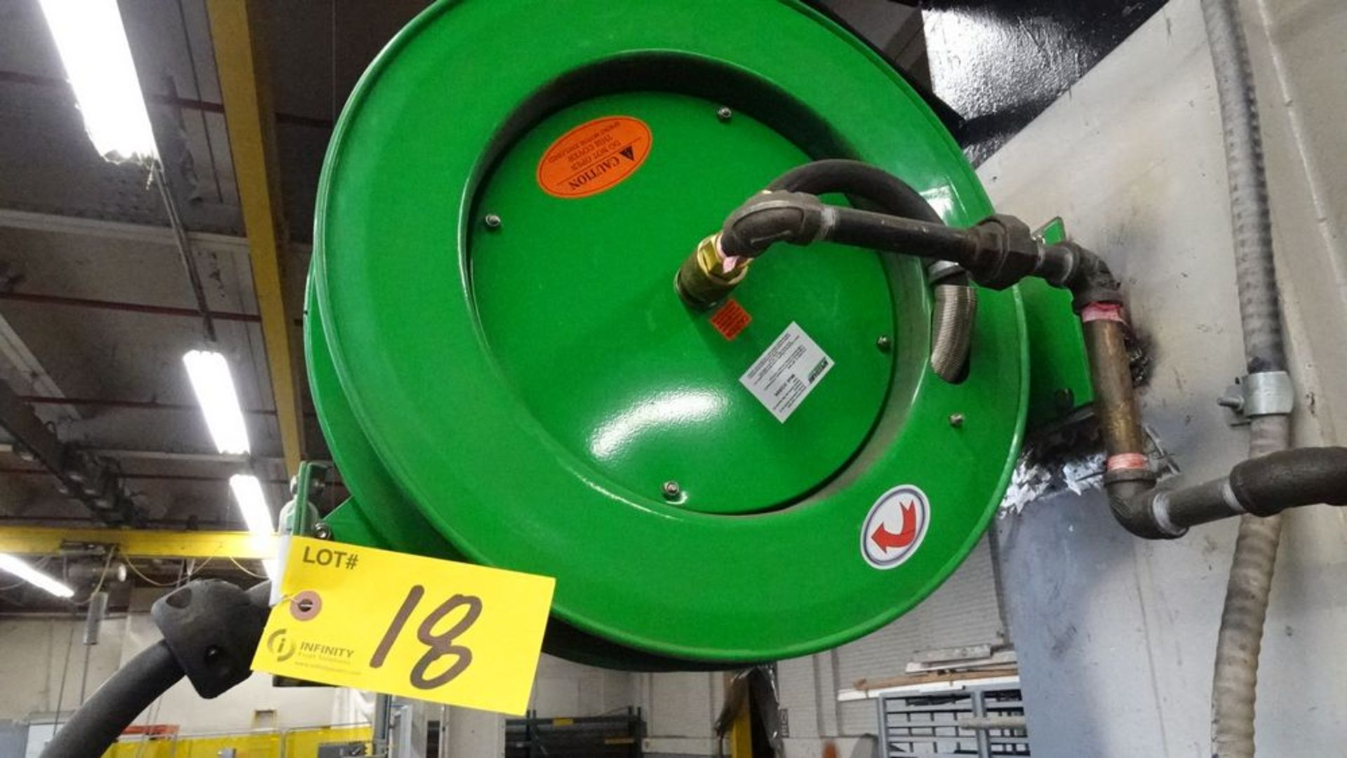 Lot 18 - SPEEDAIRE 2CUA9A SPRING DRIVEN HOSE REEL (RIGGING FEE $25)