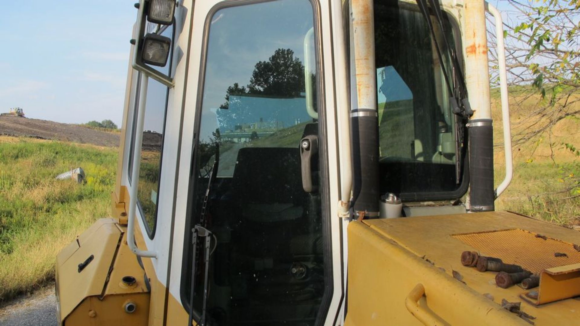 Lot 3 - LIEBHERR 734 DOZER, PR 734LGP, S/N 726-6809 (NEEDS REPAIR) CLIMATE CONTROLLED CAB, STEREO (LAND FILL