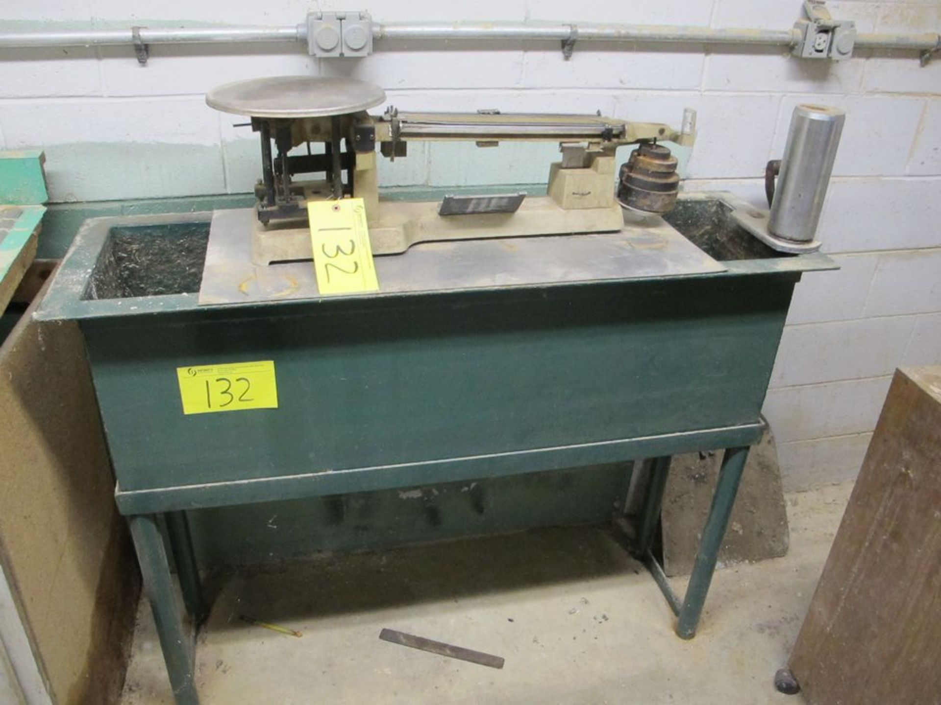 Lot 132 - OHAUS HEAVY DUTY SOLUTION BALANCE SCAL UP TO 45 LBS W/STEEL MIXING TANK (WOOD BLDG - 1ST FL LAB)