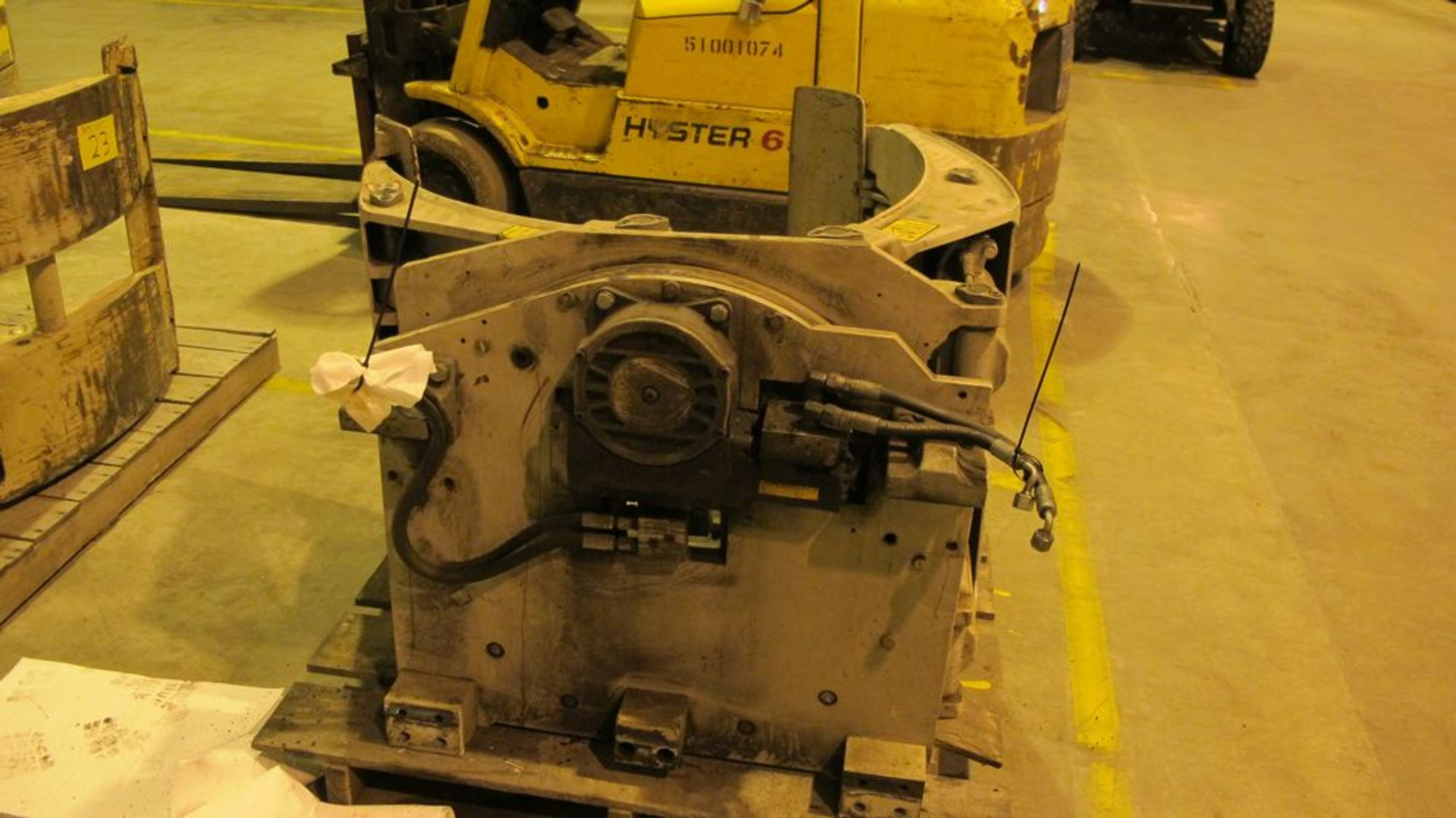 Lot 24 - FORK TRUCK ROLL CLAMP ATTACHMENT, 4500 LB CAP (WAREHOUSE 52)