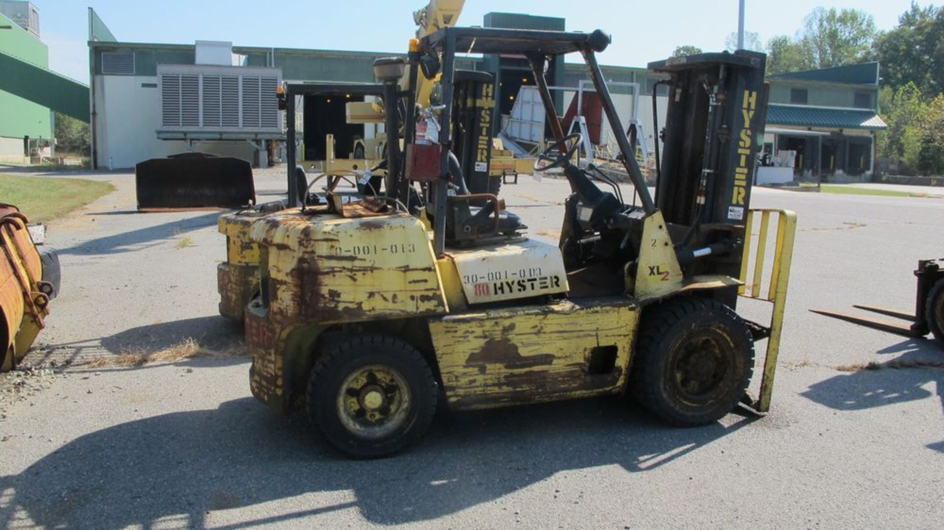"""Lot 21 - HYSTER H80XL PROPANE FOR TRUCK (NEEDS REPAIR), 5000 LB CAP, 3 STAGE, 170"""" LIFT, SOLID TIRES, (NO"""