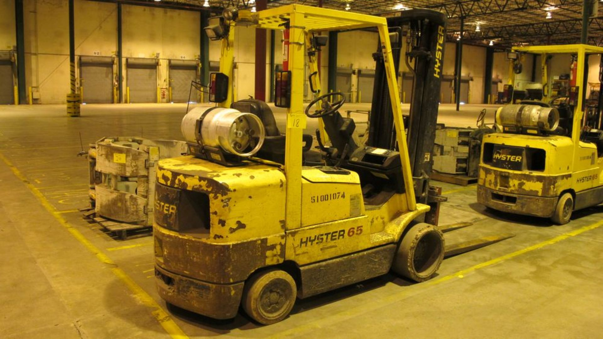 """Lot 18 - HYSTER S65XM PROPANE FOR TRUCK, 4750 LB CAP, 3 STAGE, 193"""" LIFT, SOLID TIRES, 58"""" FORKS, 13310"""