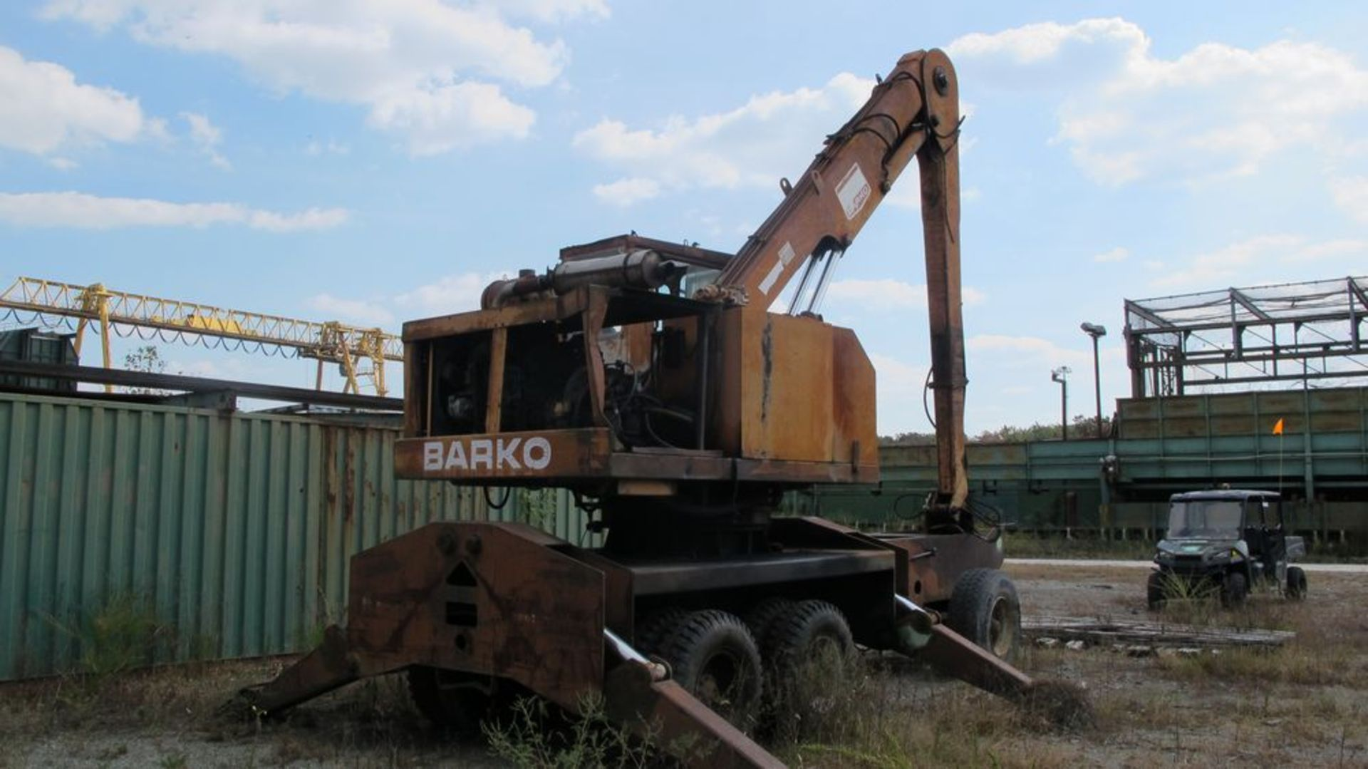 Lot 10 - BARKO 350 KNUCKLE BOOM W/GRAPPLE (WEST WOOD YARD) WHITE MACK TRACTOR 1971 DM-607 YARD TRACTOR, VIN