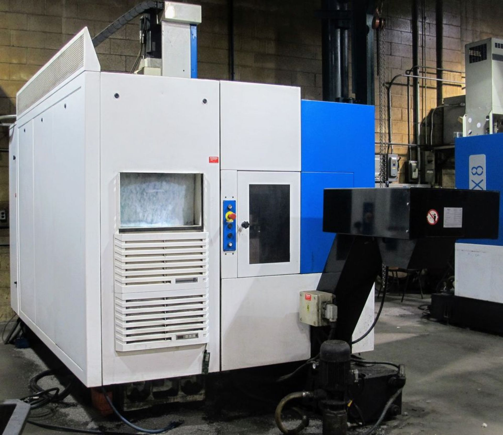 "Lot 16 - 2002 HURON KX8 CNC Vertical Machining Center, s/n 0B1262, 24"" x 32"" Table, Siemens CNC Control,"