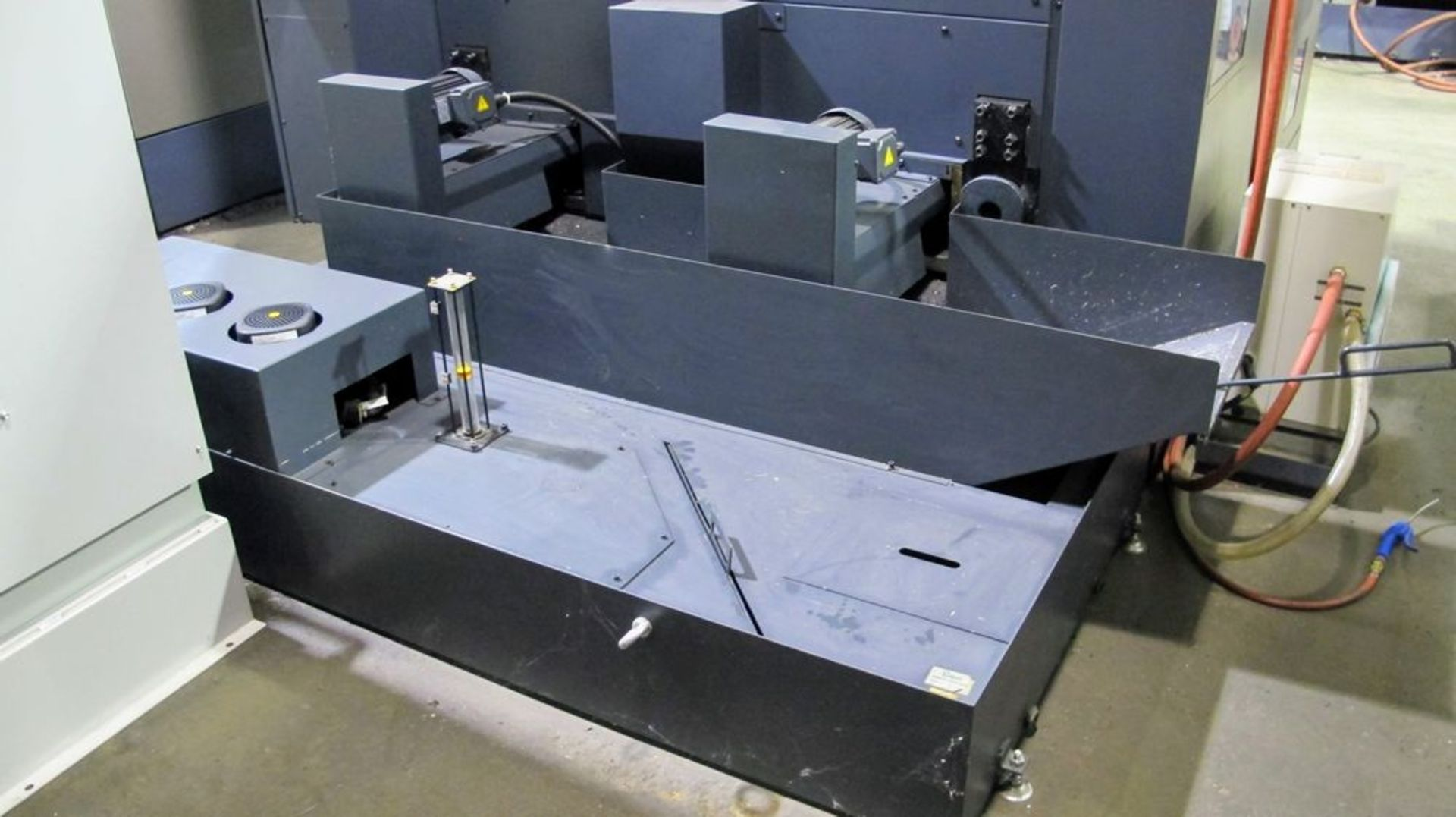 """Lot 8 - 2015 MAKINO F5 CNC Vertical Machining Center, s/n V150851 (7,686 Spindle Hrs), 20"""" x 40"""" Table ("""