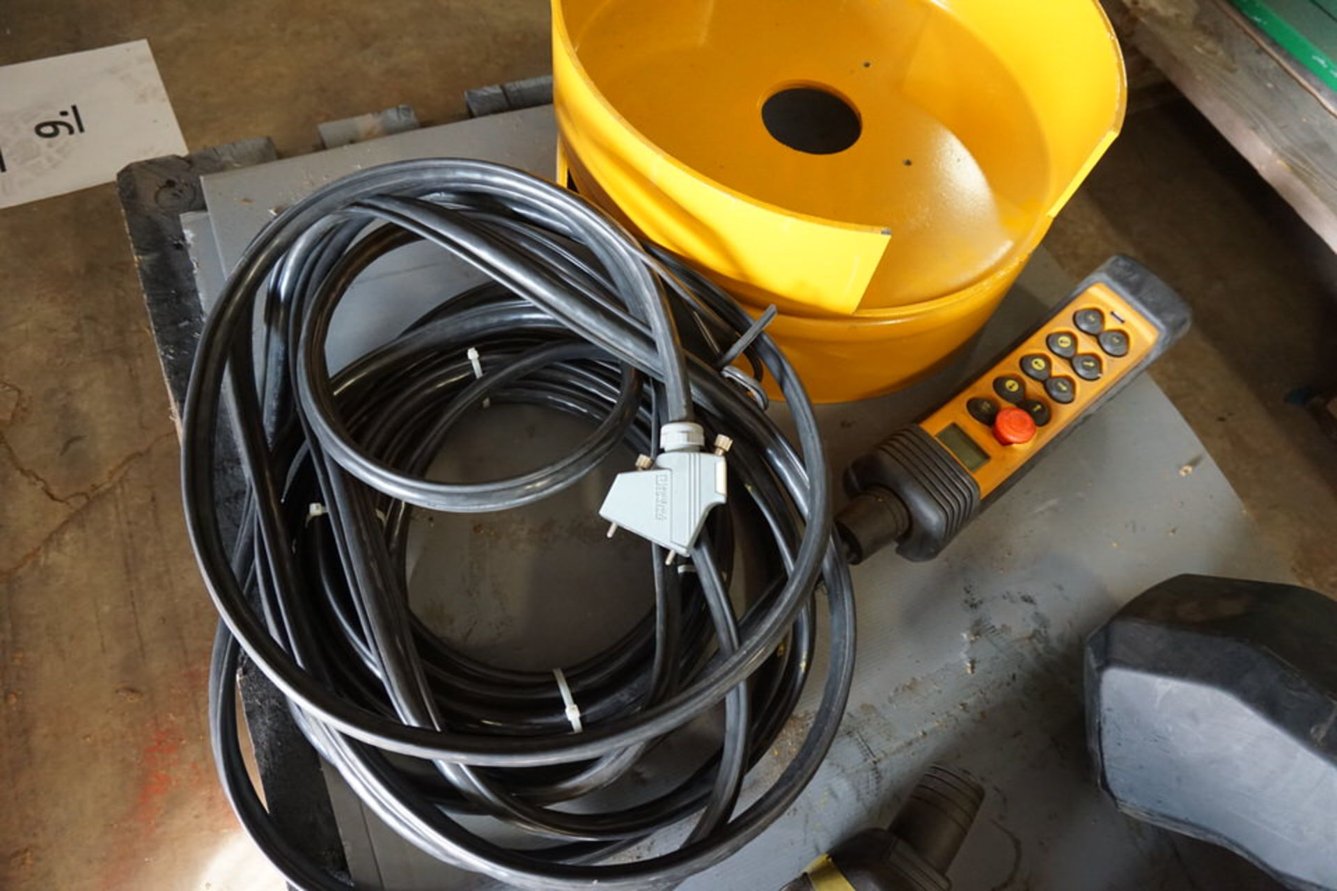 Lot 18 - PMH CHAIN HOIST, TYPE:CH1-250. 8-1 W/ PENDANT CTRL (Location: 903 Blue Starr, Claremore, OK 74017)