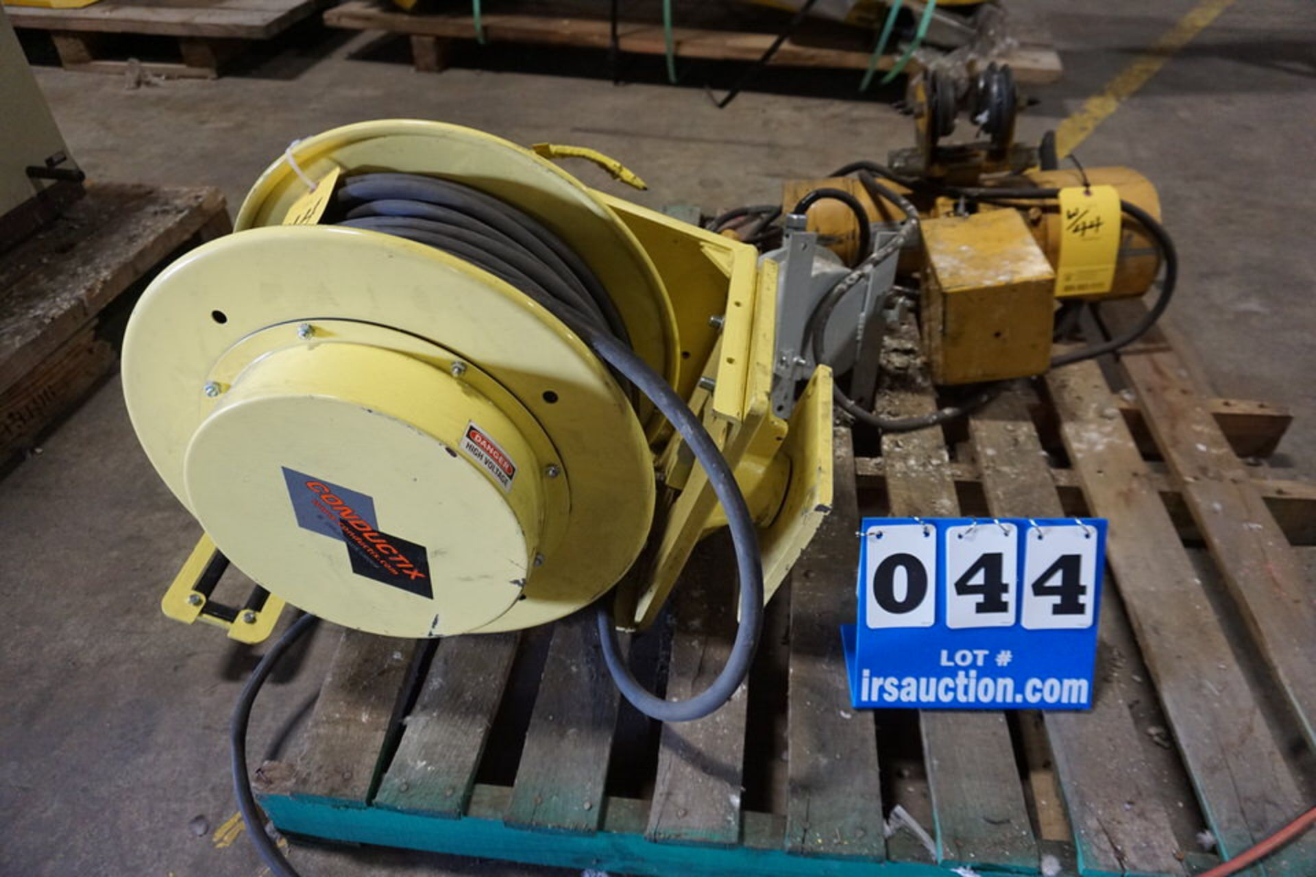 Lot 44 - CONDUCTRIX ELEC CORD REEL W/ BUDGIT 1/2 TON HOIST, MITUTOYO OPTICAL COMPARATOR MDL:PH350 W/ DRO &