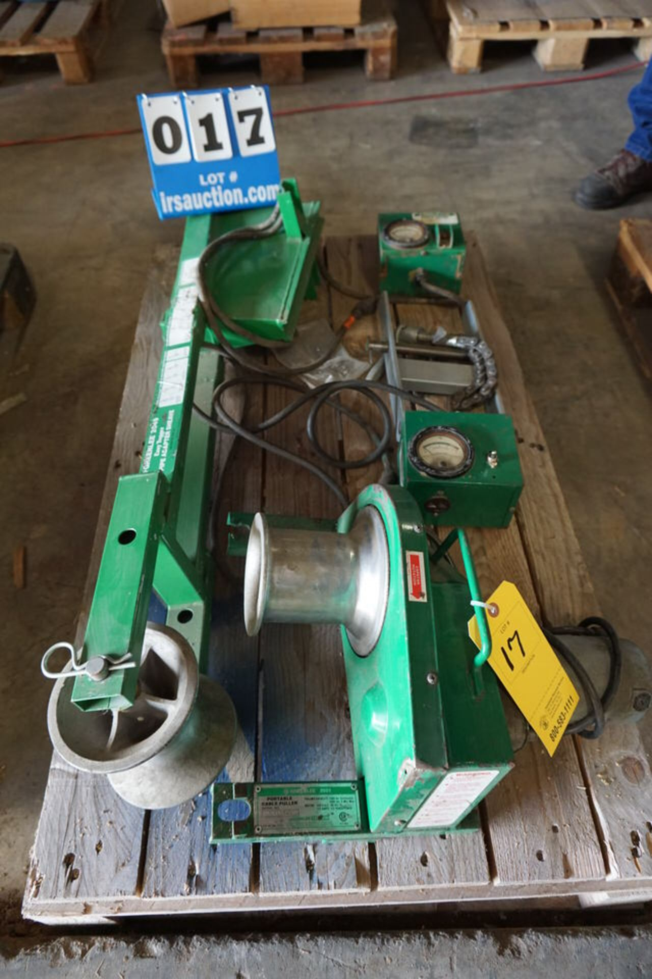 Lot 17 - GREENLEE 2049 PIPE ADAPTER SHEAVE, PORTABLE CABLE PULLER, (2) FORCE GAUGES (Location: 903 Blue
