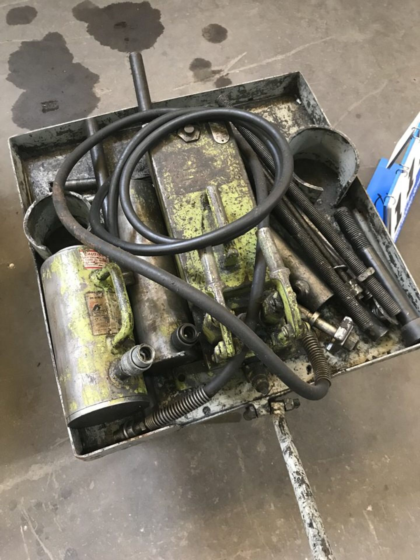 Lot 117 - Misc Pneumatic Tooling (LOCATION: 3421 N SYLVANIA, FT WORTH, TX, 76111)