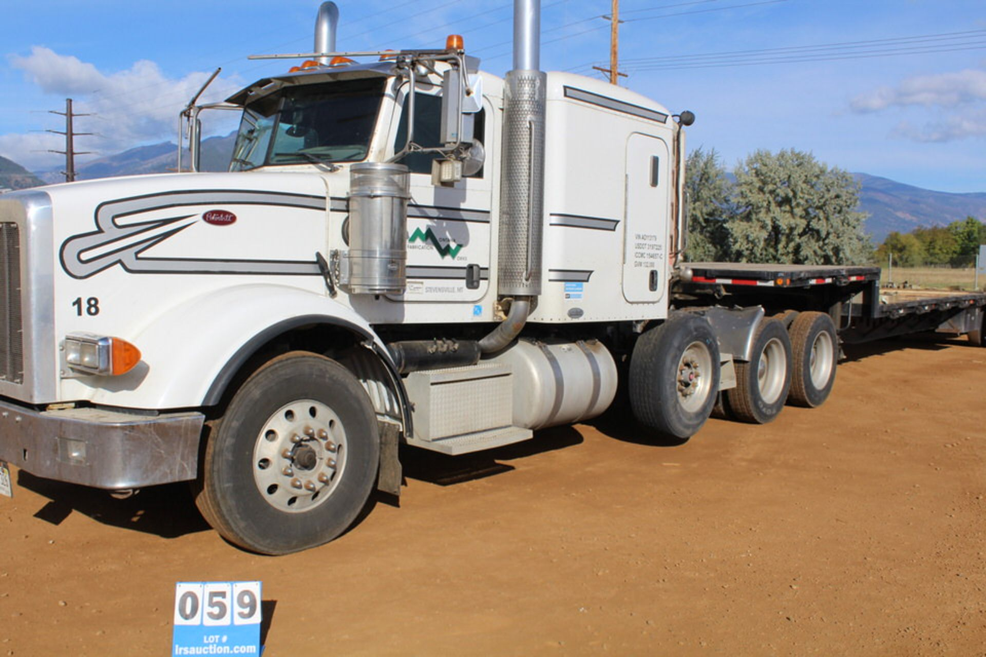 Lot 59 - 2009 PETERBILT 367 TRI-AXEL TRACTOR W/ DROP AXEL, SLEEPER CAB, CUMMINGS SX525 DIESEL ENGINE, EATON