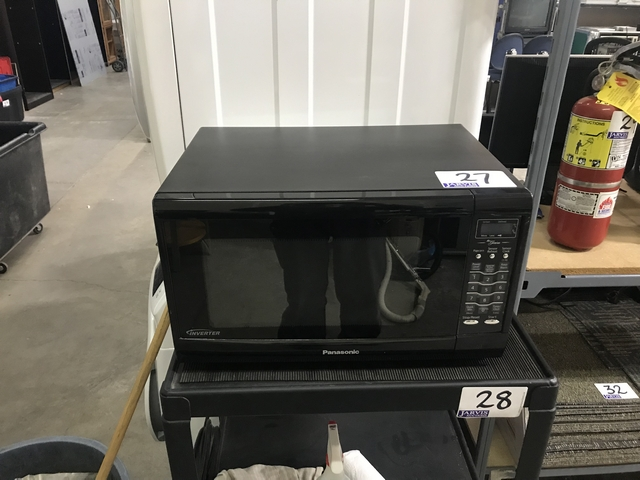 Lot 27 - PANASONIC MICROWAVE
