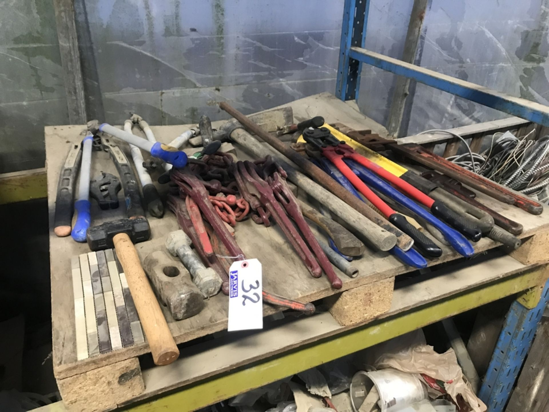 Lot 32 - LOT OF TOOLS