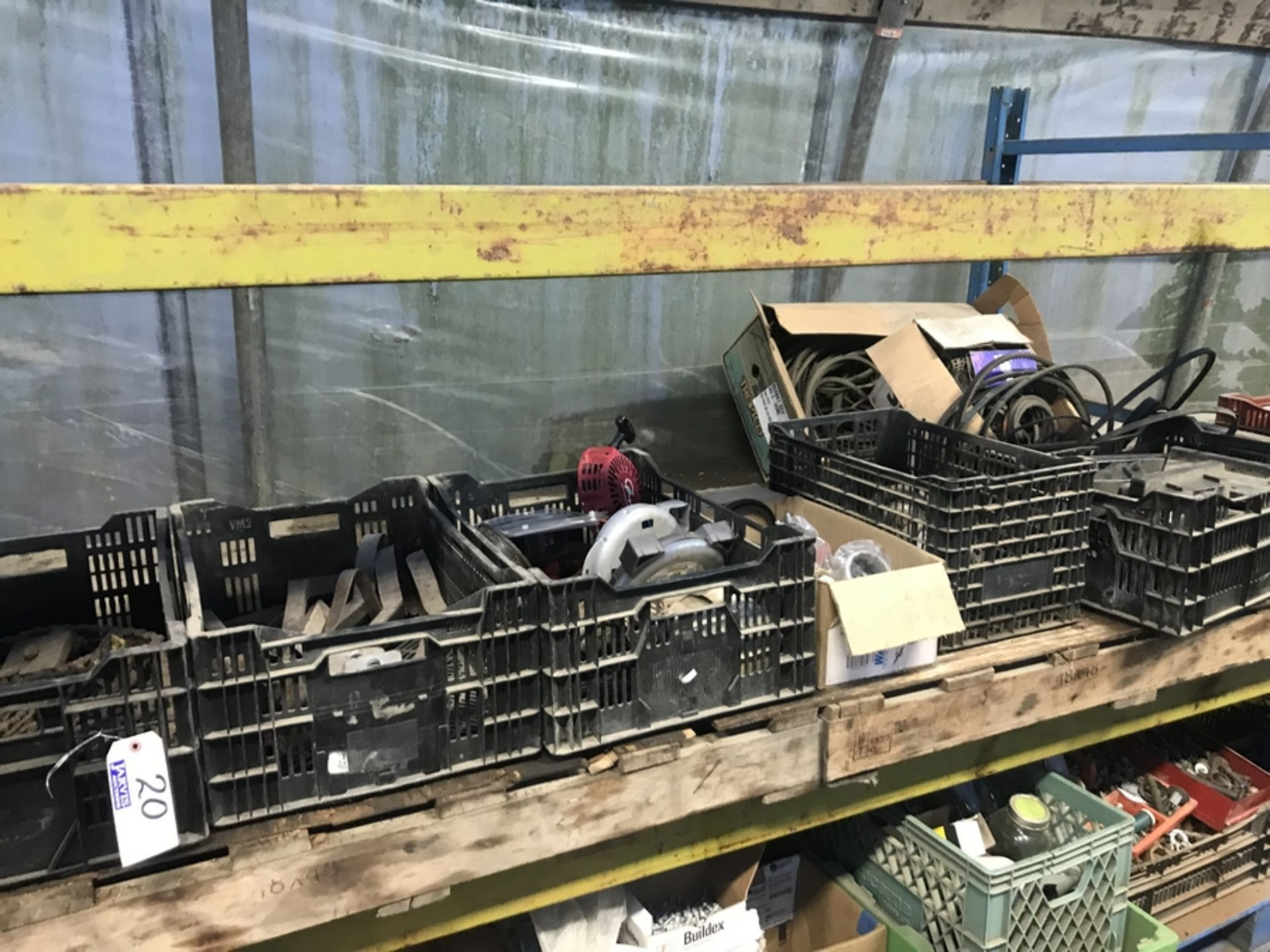 Lot 20 - SHELF OF ASSORTED PARTS