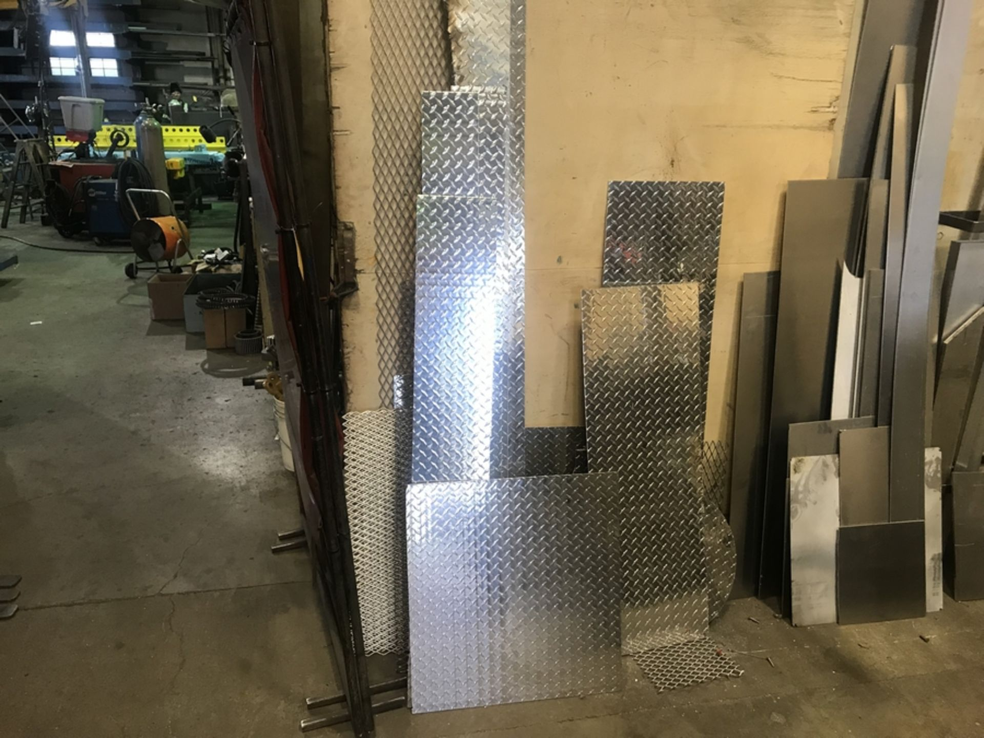 Lot 26 - ALUMINUM CHECKER PLATE & EXPANDED METAL