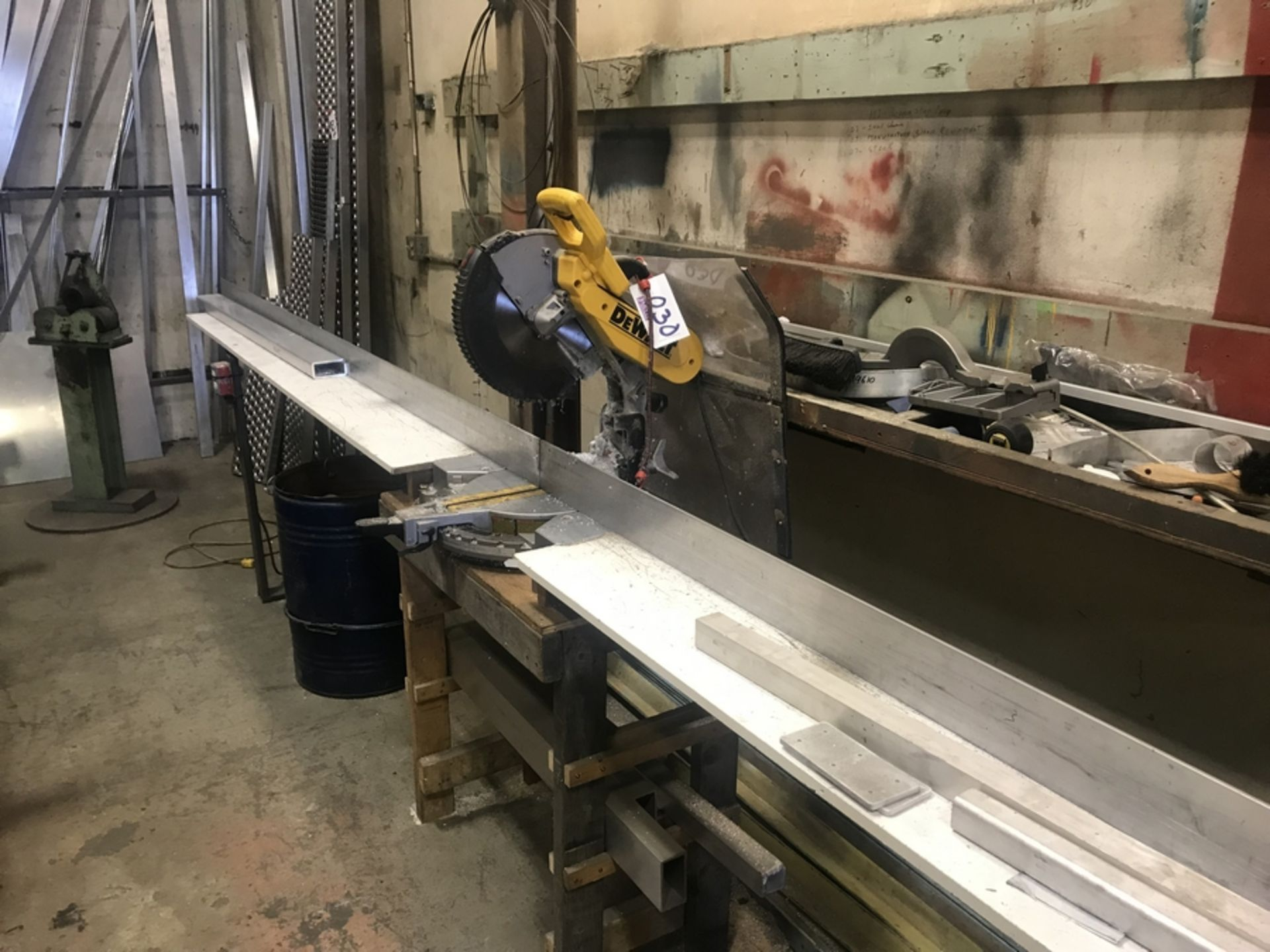 Lot 30 - DEWALT COMPOUND MITER SAW WITH TABLE
