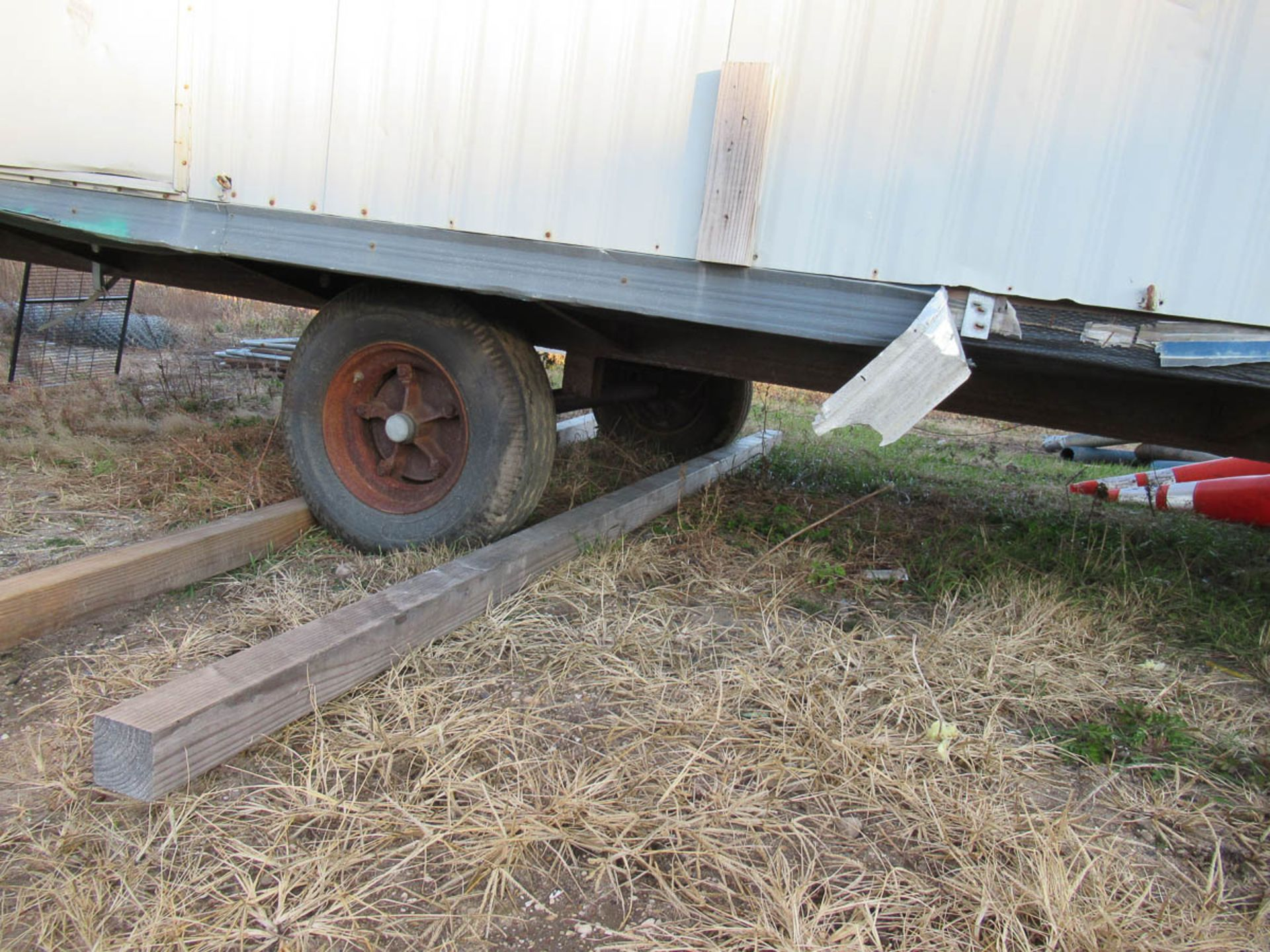 APPROXIMATELY 28' OFFICE TRAILER [LOCATED @ MARINE PARKWAY BRIDGE - QUEENS SIDE] - Image 8 of 9