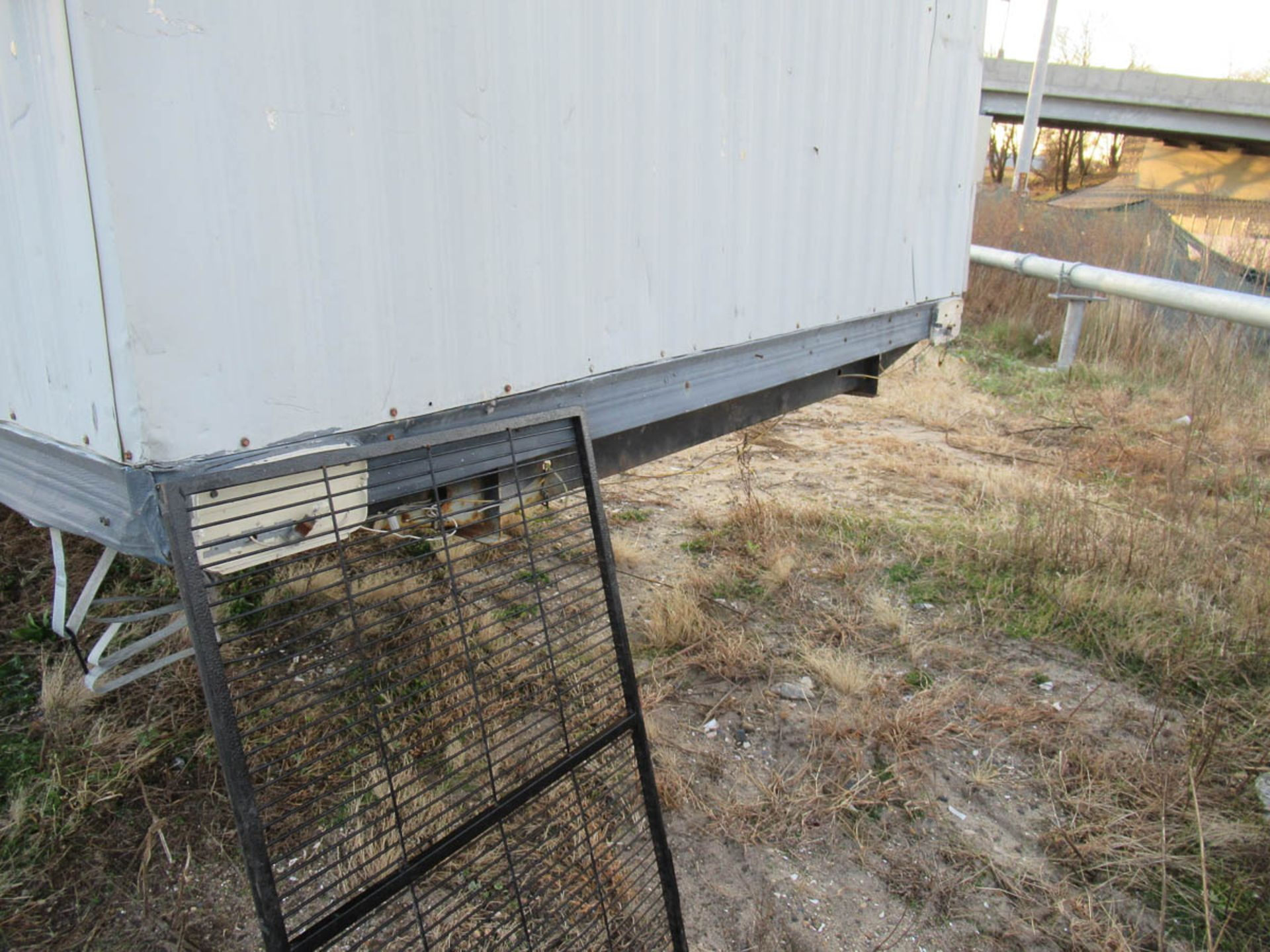 APPROXIMATELY 28' OFFICE TRAILER [LOCATED @ MARINE PARKWAY BRIDGE - QUEENS SIDE] - Image 6 of 9