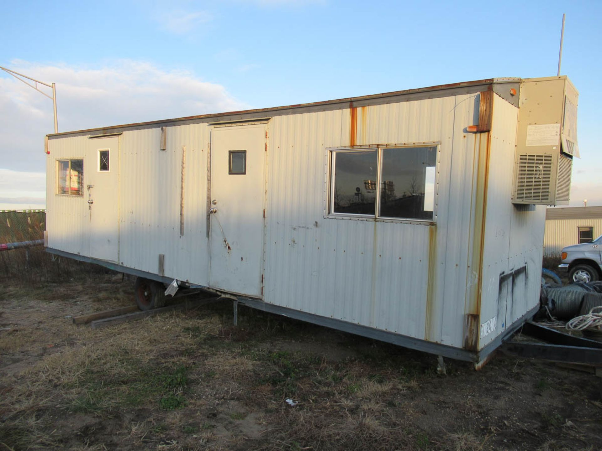 APPROXIMATELY 28' OFFICE TRAILER [LOCATED @ MARINE PARKWAY BRIDGE - QUEENS SIDE]
